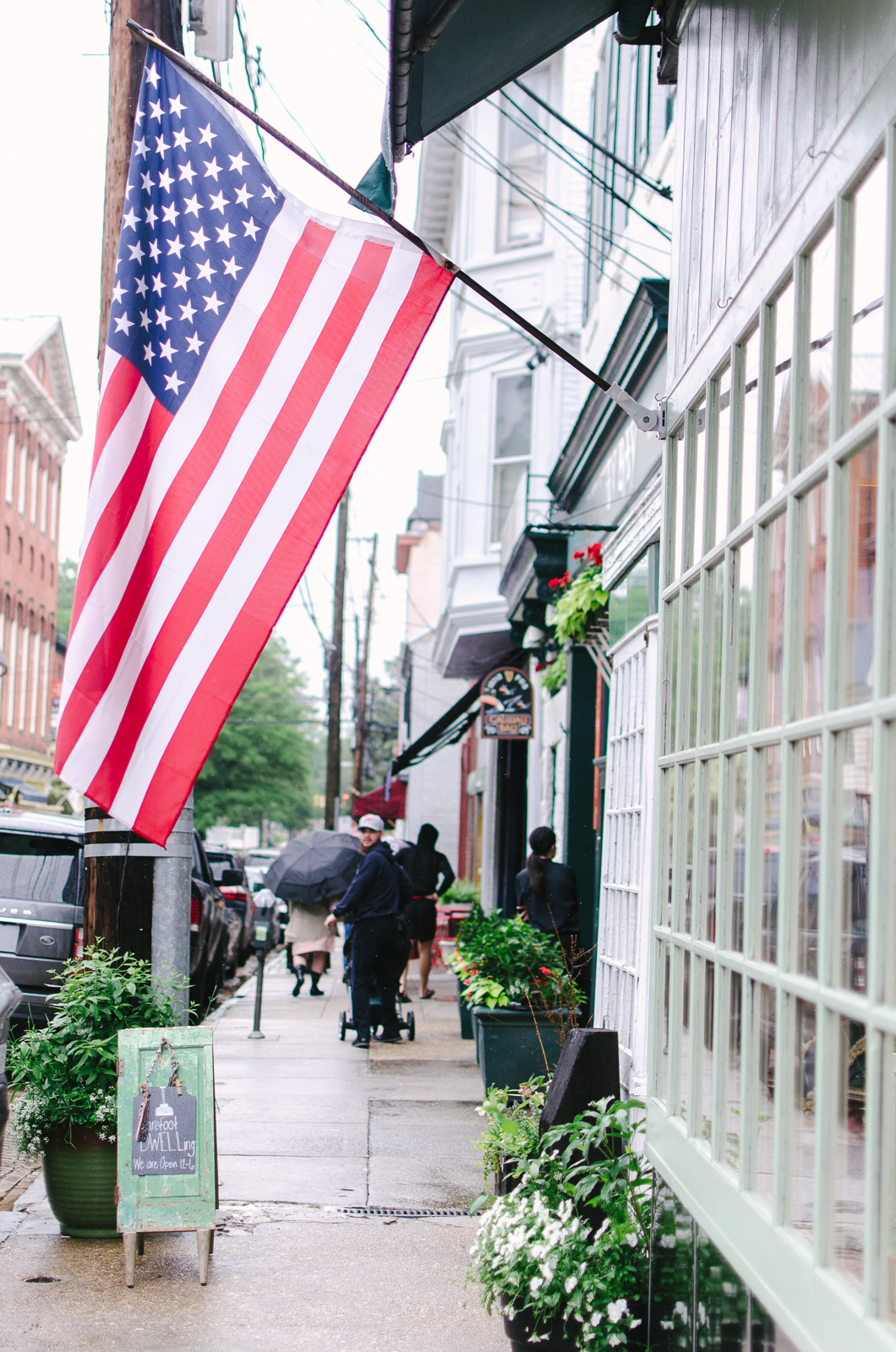 Annapolis Main Street shopping | Don't miss the full Annapolis Weekend Guide: where to eat, what to do, and where to stay! | bylaurenm.com
