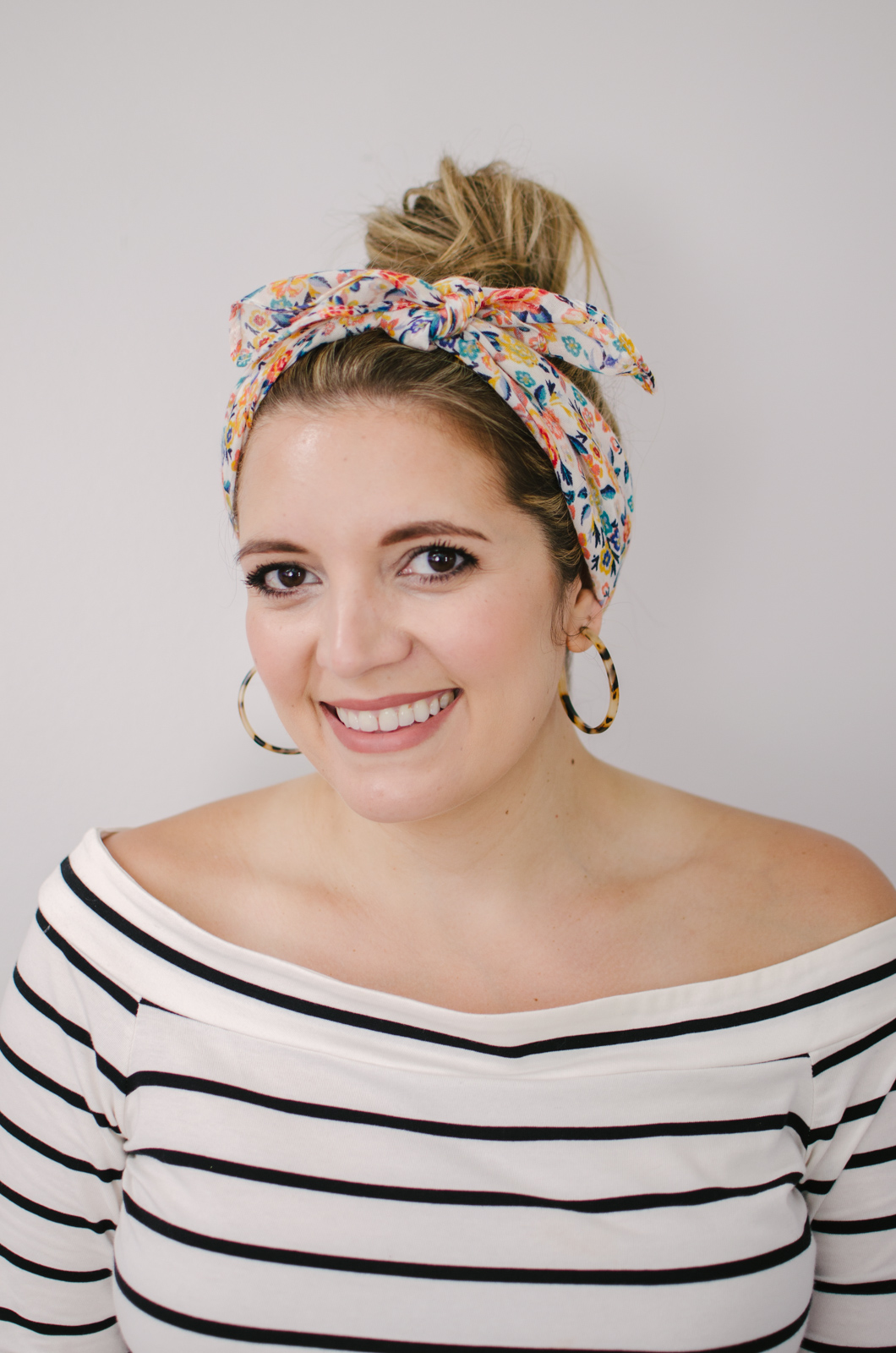 how to tie a scarf headband | Click through to see the other scarf ideas, including four more ways to wear them in your hair! | bylaurenm.com