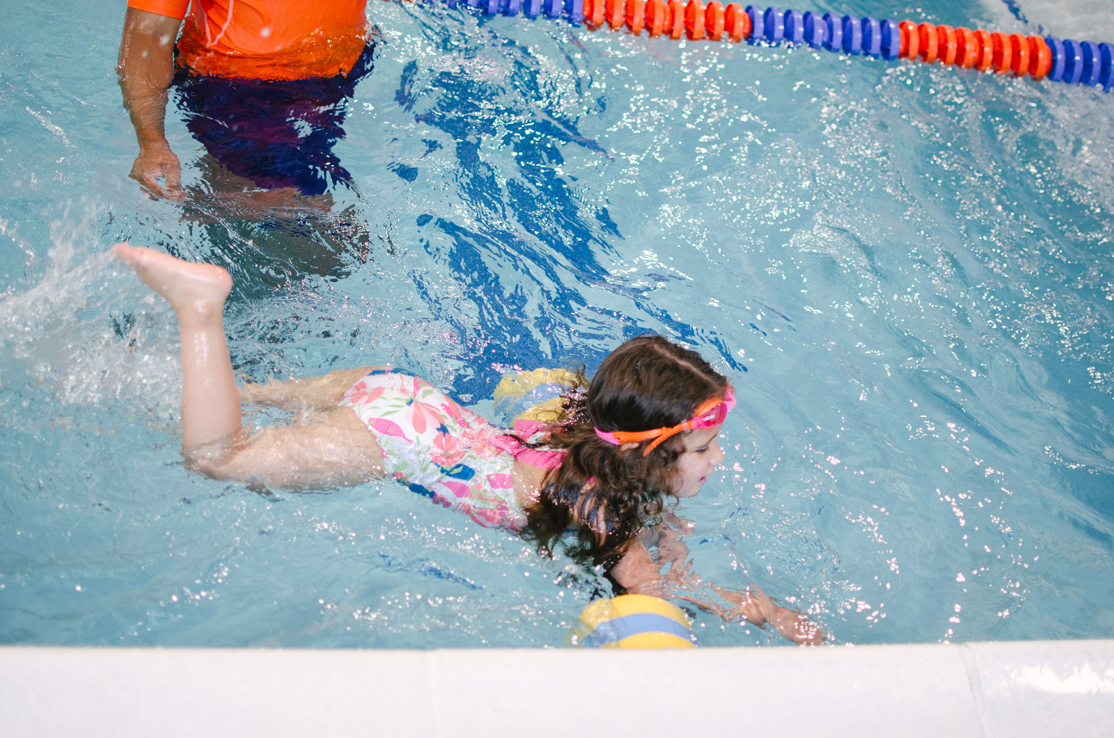 toddler swim lessons Richmond Virginia - my review of Goldfish swim school RVA | bylaurenm.com