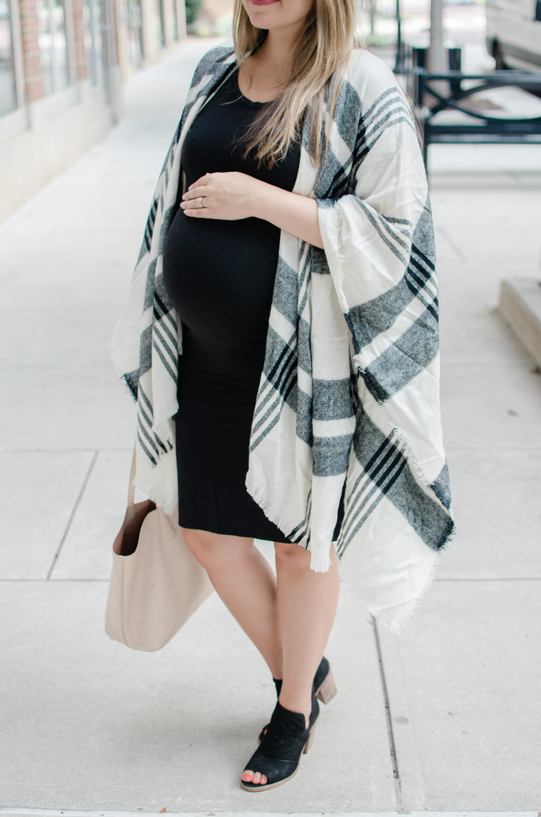 cute, casual fall pregnancy style - how to dress for a fall pregnancy | bylaurenm.com