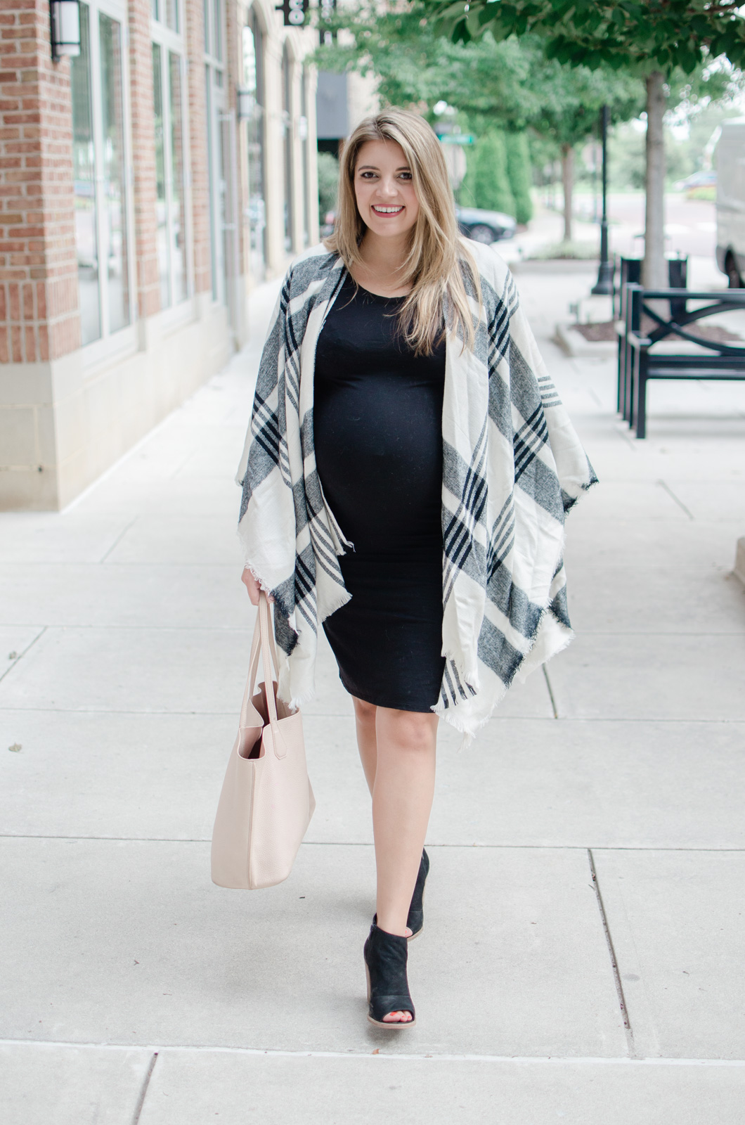 fall pregnancy style - poncho with bodycon tshirt dress | how to dress for a fall pregnancy bylaurenm.com