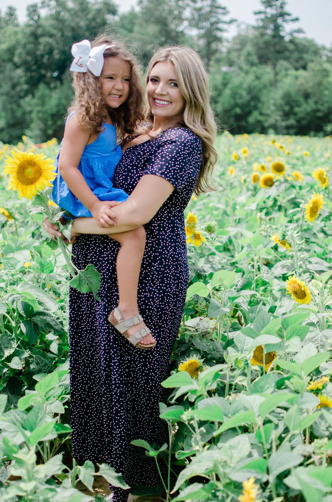 sunflower maternity family photos | bylaurenm.com