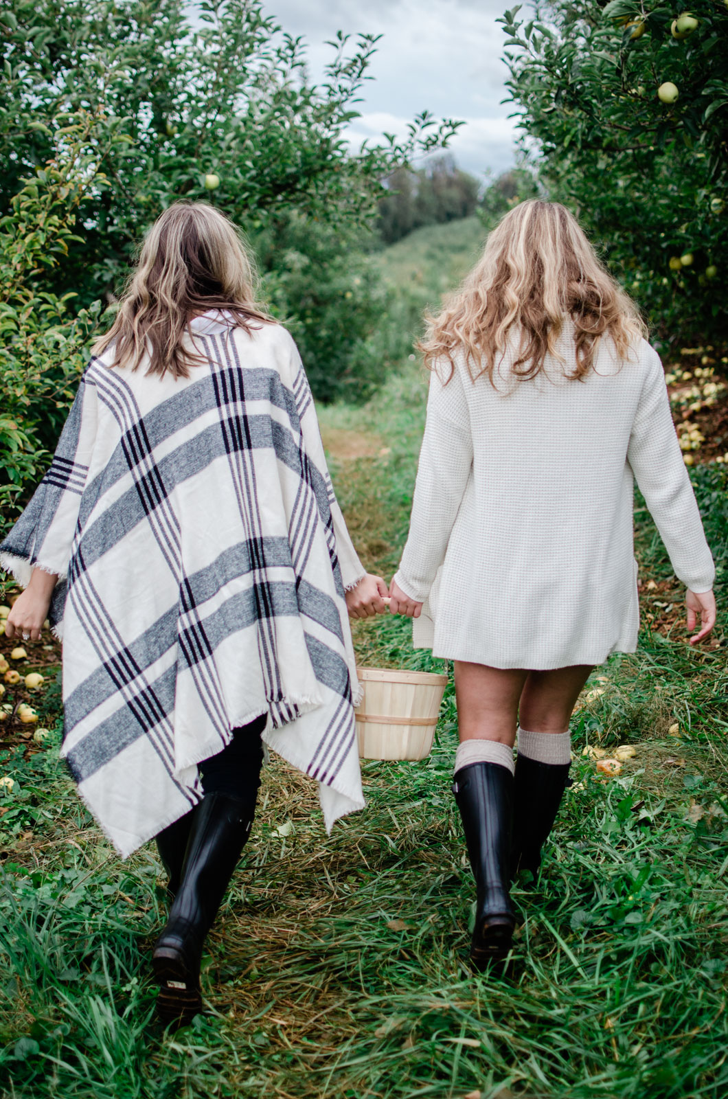 family apple picking outfits - coordinating fall family outfits | bylaurenm.com