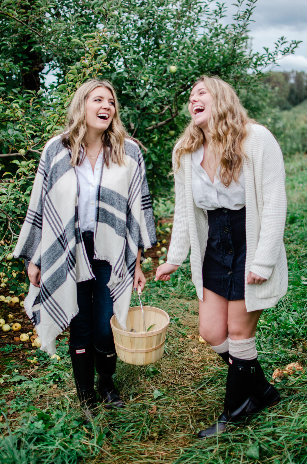 family apple picking outfits | bylaurenm.com