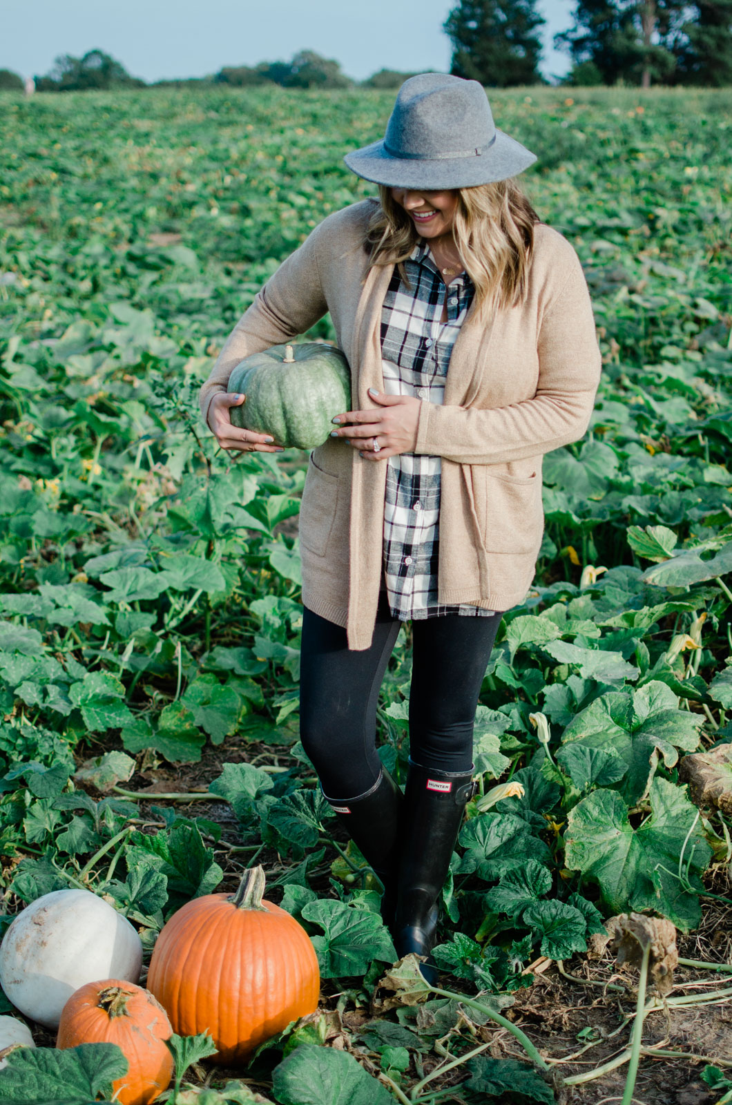 fall pumpkin patch outfit - fall family outfit ideas | bylaurenm.com
