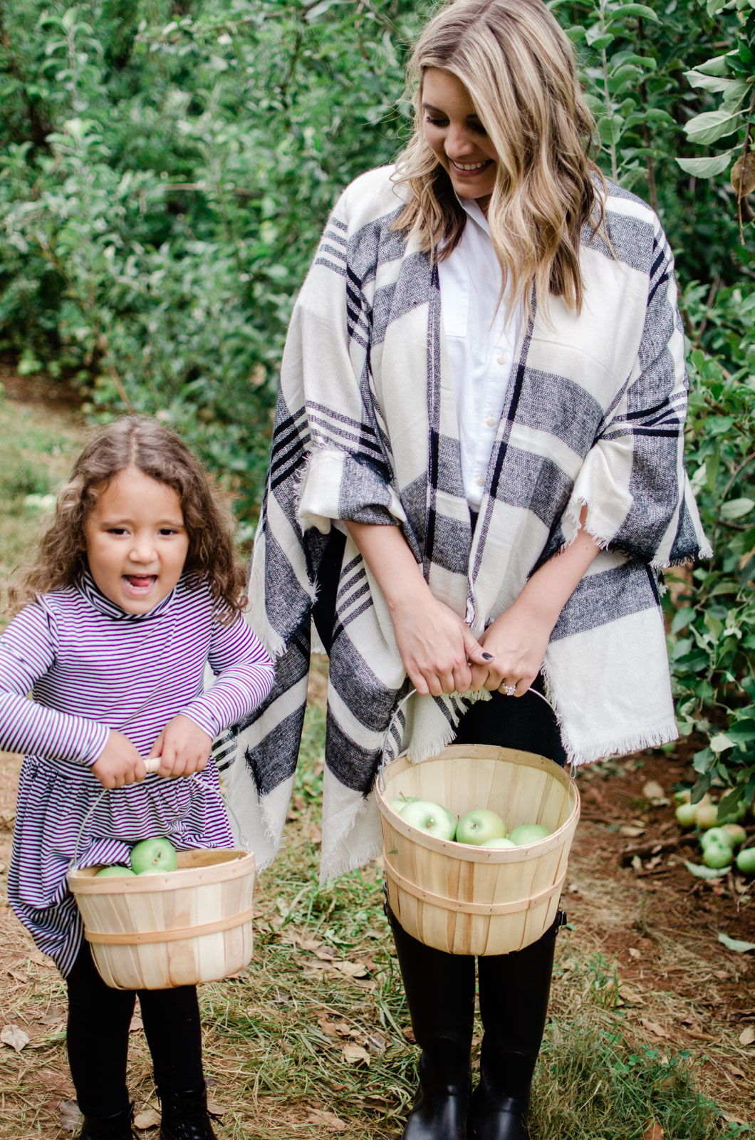 family outfit picking outfits - mother daughter fall outfits | bylaurenm.com