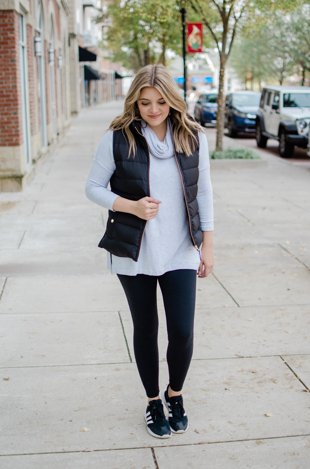 six puffer vest outfits - head to the blog to see all the ideas and get details of this athleisure look! bylaurenm.com