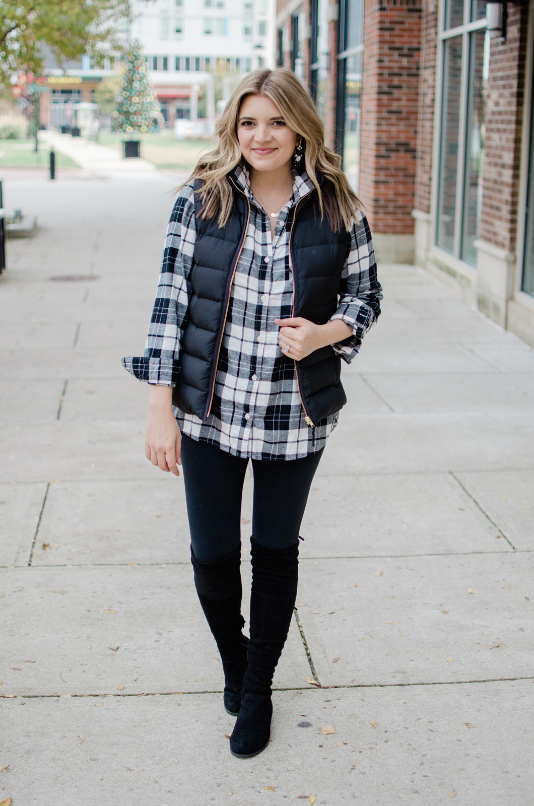 six puffer vest outfits - head to the blog to see all the ideas and get details of this plaid tunic top look! bylaurenm.com