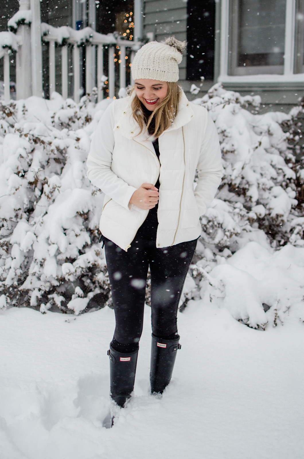 black and white snow day outfit - five snow day outfits for winter! bylaurenm.com
