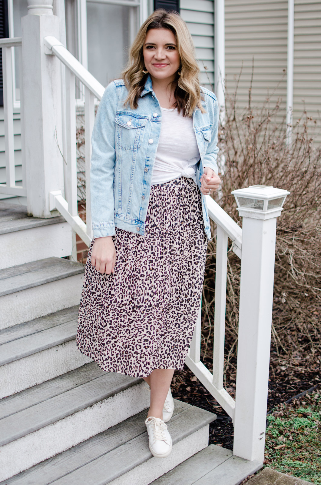 Affordable style blogger Lauren Dix shares six oversized denim jacket outfits for spring, using a $35 jean jacket from H&M!
