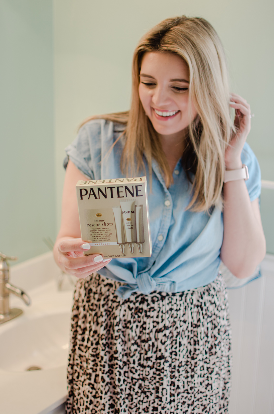 Richmond Virginia blogger, Lauren Dix, shares how she deep conditioners her hair using Pantene Intense Rescue Shots.