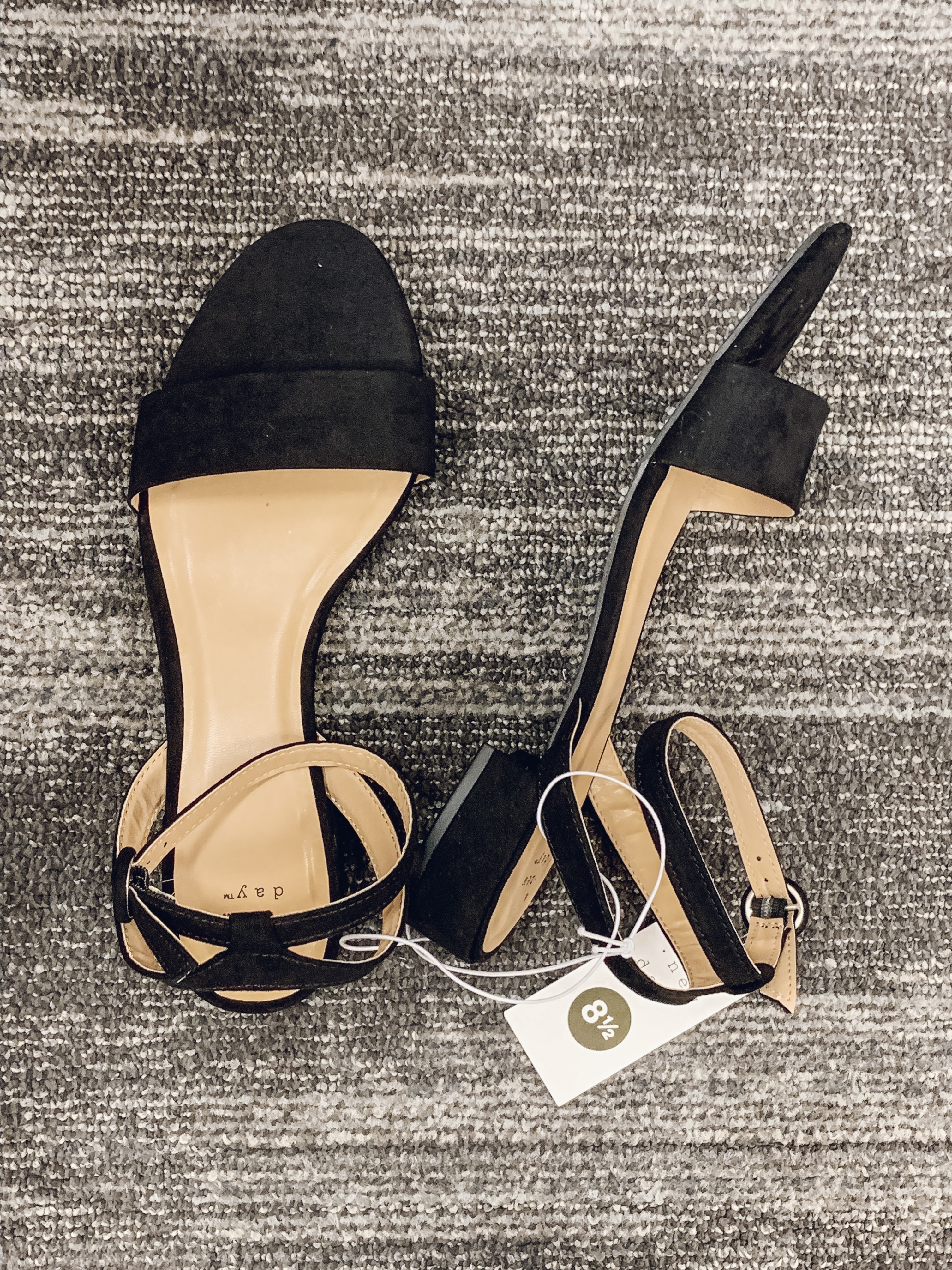 Affordable style blogger, Lauren Dix, shares 18 of the best Target sandals for 2019!