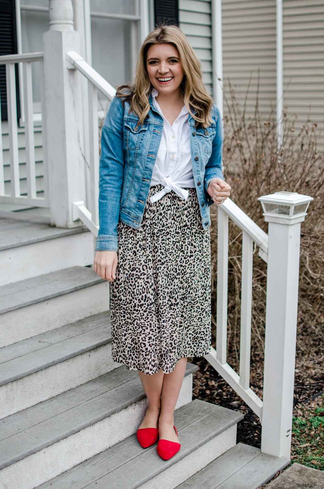 Virginia style blogger Lauren Dix shares five leopard midi skirt outfits with a pleated skirt under $35!