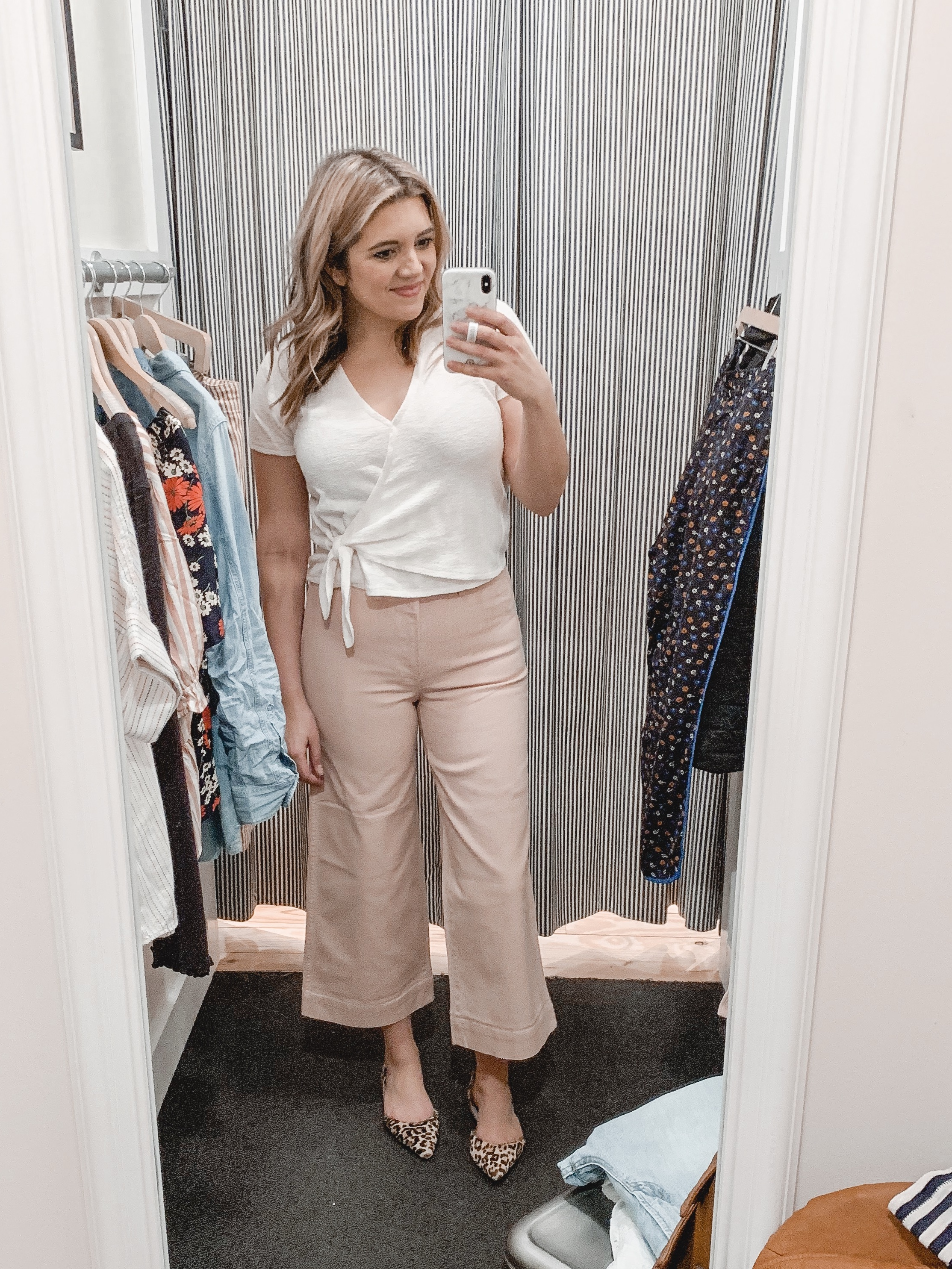 Virginia blogger Lauren Dix shares a Madewell review and try-on session, featuring 20 new Madewell jeans and tops for March 2019!