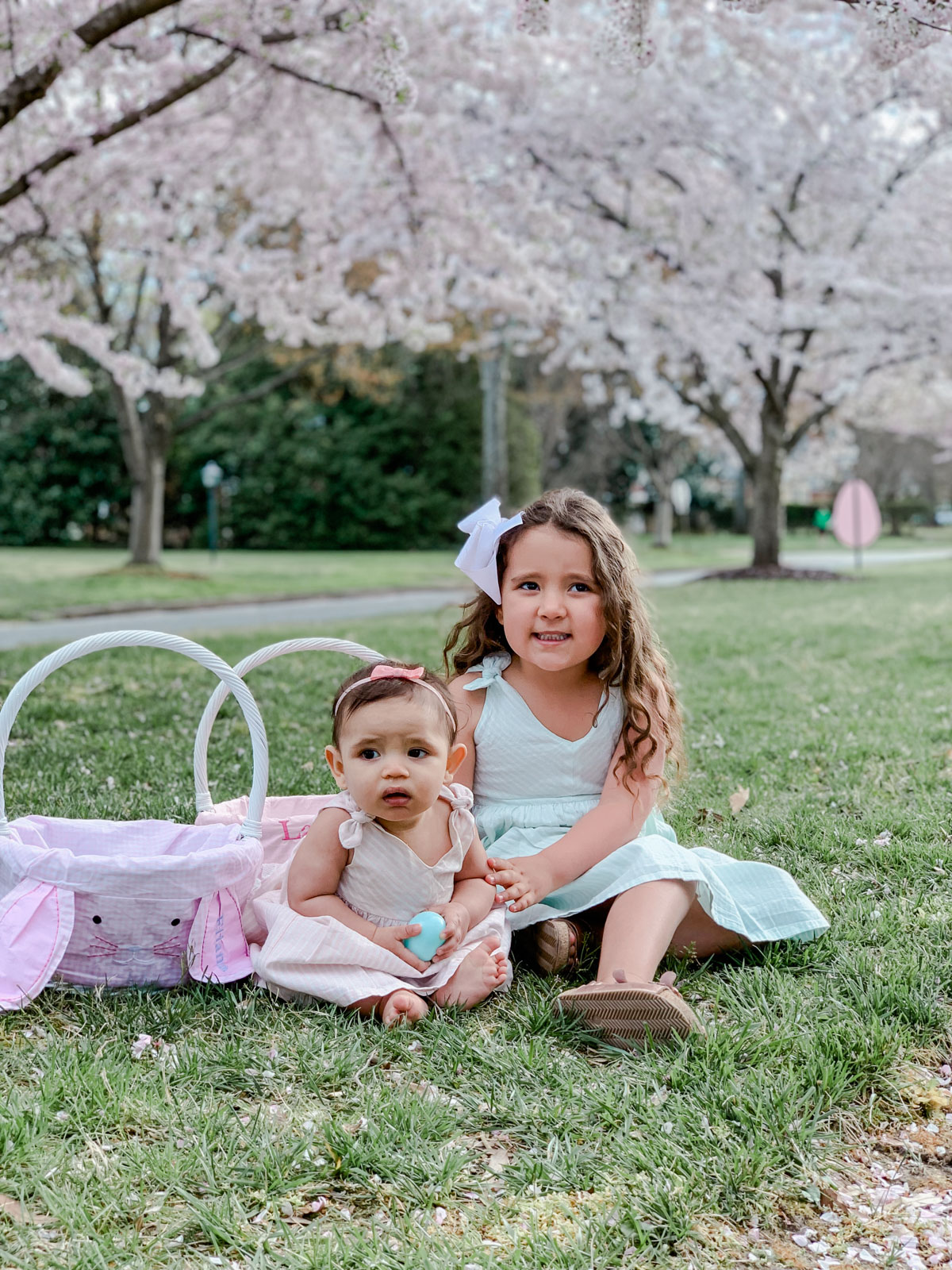 Richmond Virginia based blogger, Lauren Dix, shares family Easter outfits, featuring matching girls dresses from Amazon!