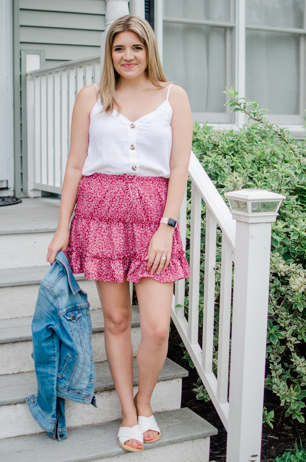 Virginia blogger, Lauren Dix, shares summer floral skirt outfits all featuring a $16 mini skirt from Amazon!