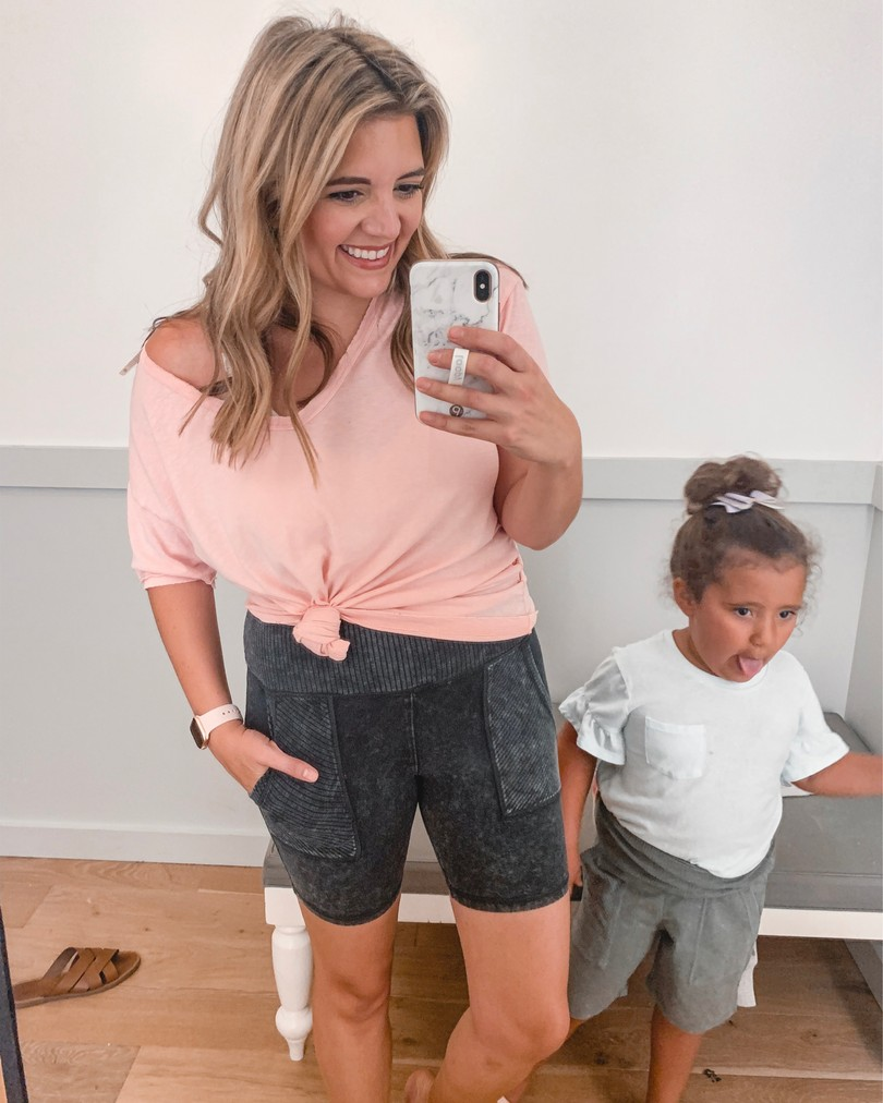 Lauren Dix shares the best Labor Day sales, including this casual Aerie outfit with bike shorts!