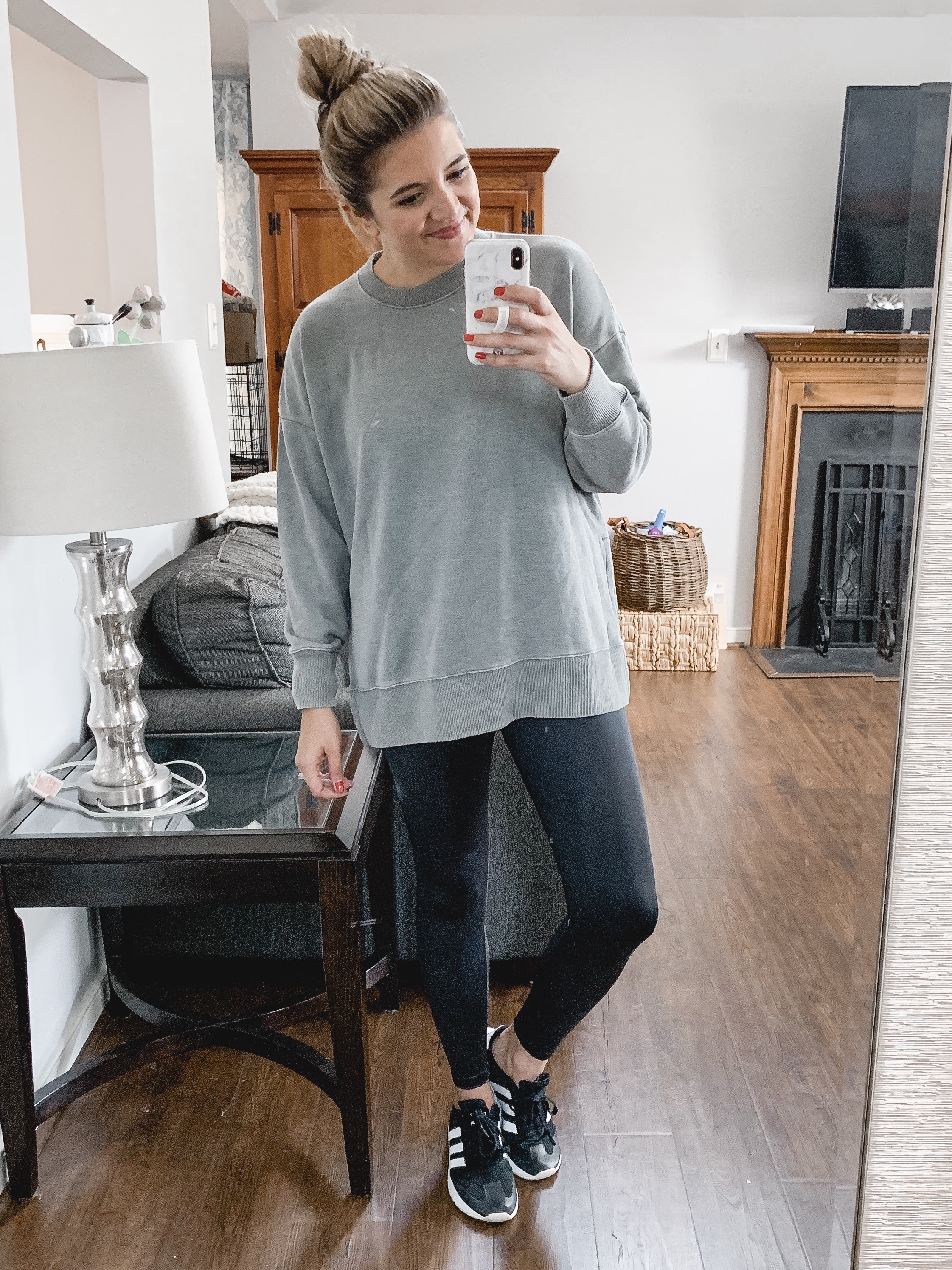 Virginia blogger, Lauren Dix, shares a fall Aerie try on haul with american eagle aerie outfits.