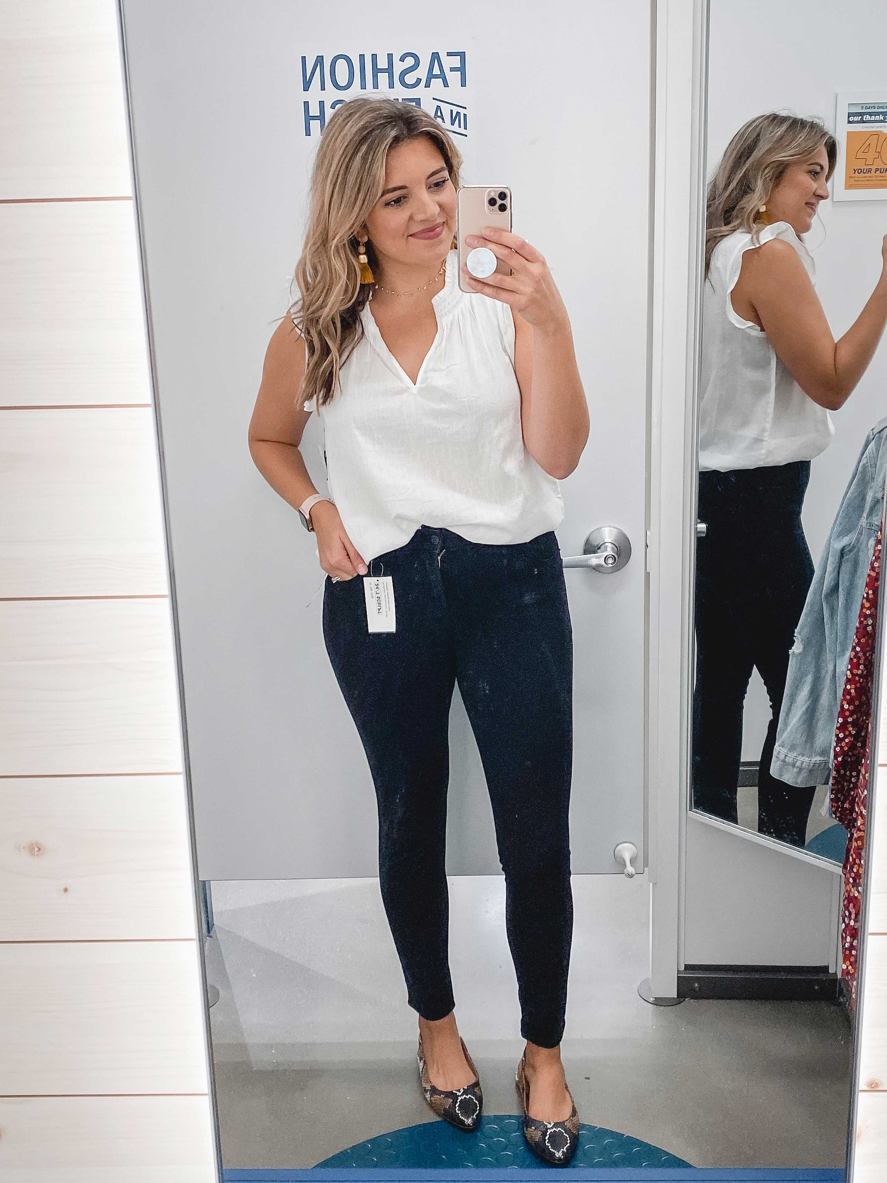 Virginia blogger, Lauren Dix, shares a fall capsule wardrobe from Old Navy. See over 50 fall outfits with only 12 items!