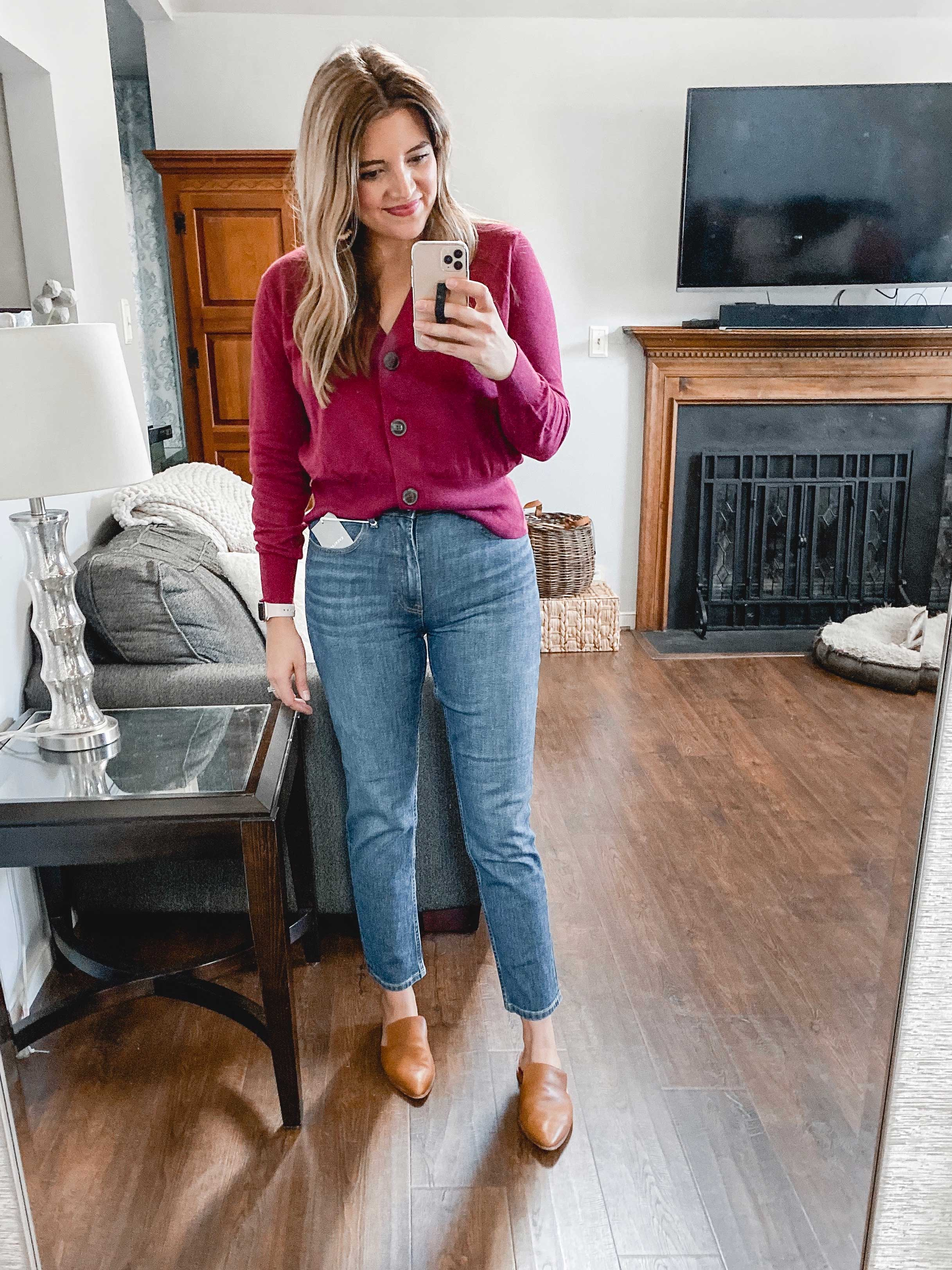 Richmond Virginia blogger, Lauren Dix, tries on seven styles of Everlane jeans and compares each style in her Everlane jeans review!
