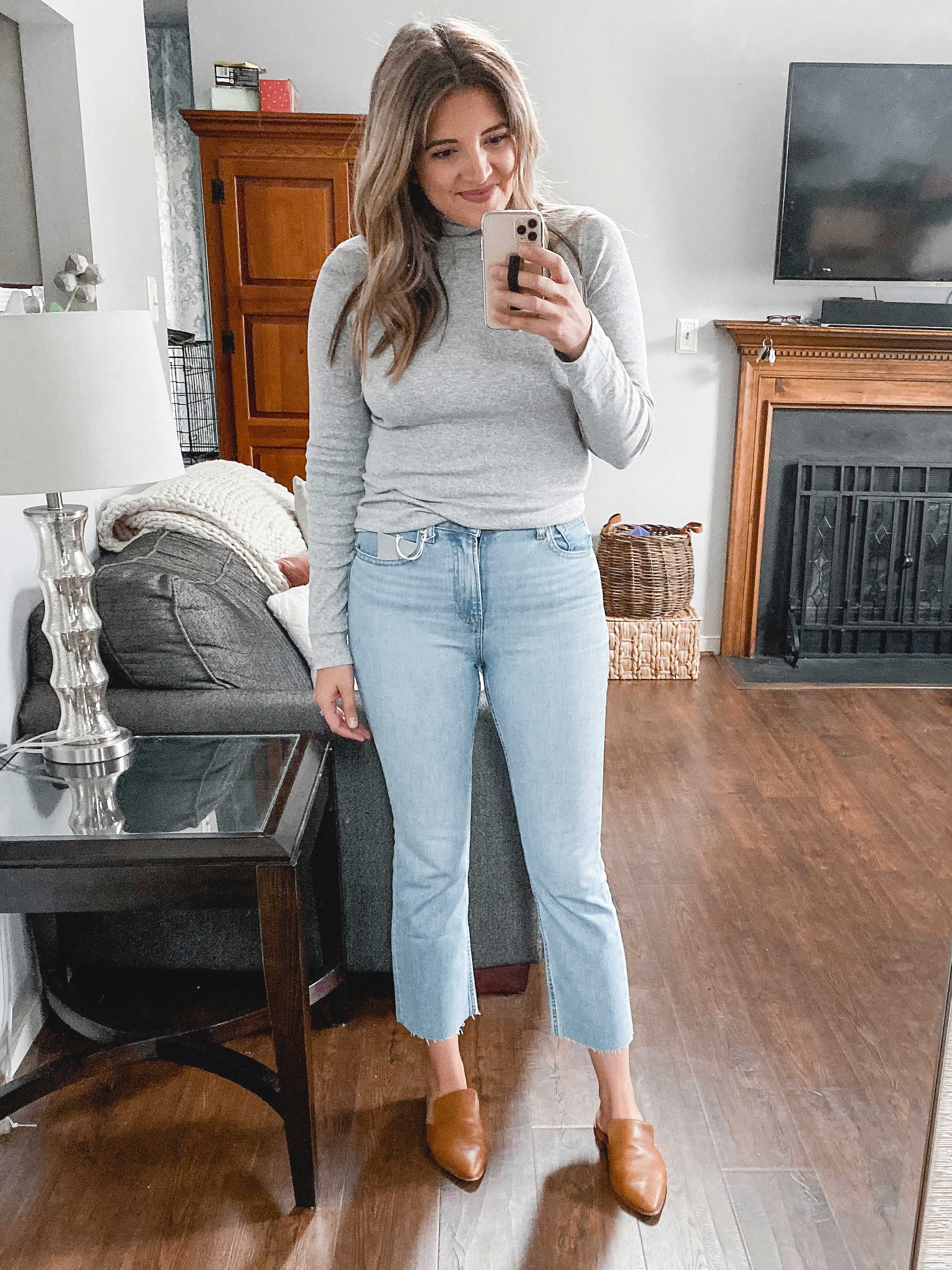 Richmond Virginia blogger, Lauren Dix, tries on seven styles of Everlane jeans and fall tops in her Everlane try on session!