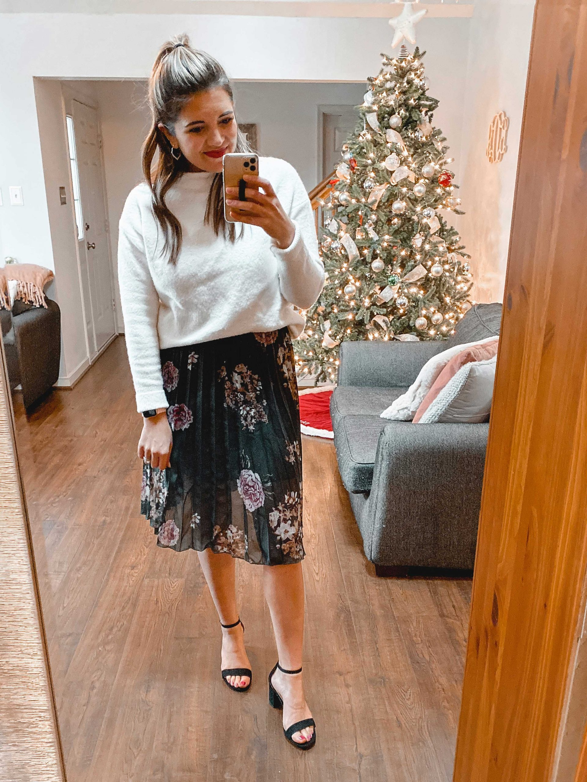 Virginia blogger, Lauren Dix, shares a winter Amazon fashion haul with holiday outfit ideas and Amazon sweaters!
