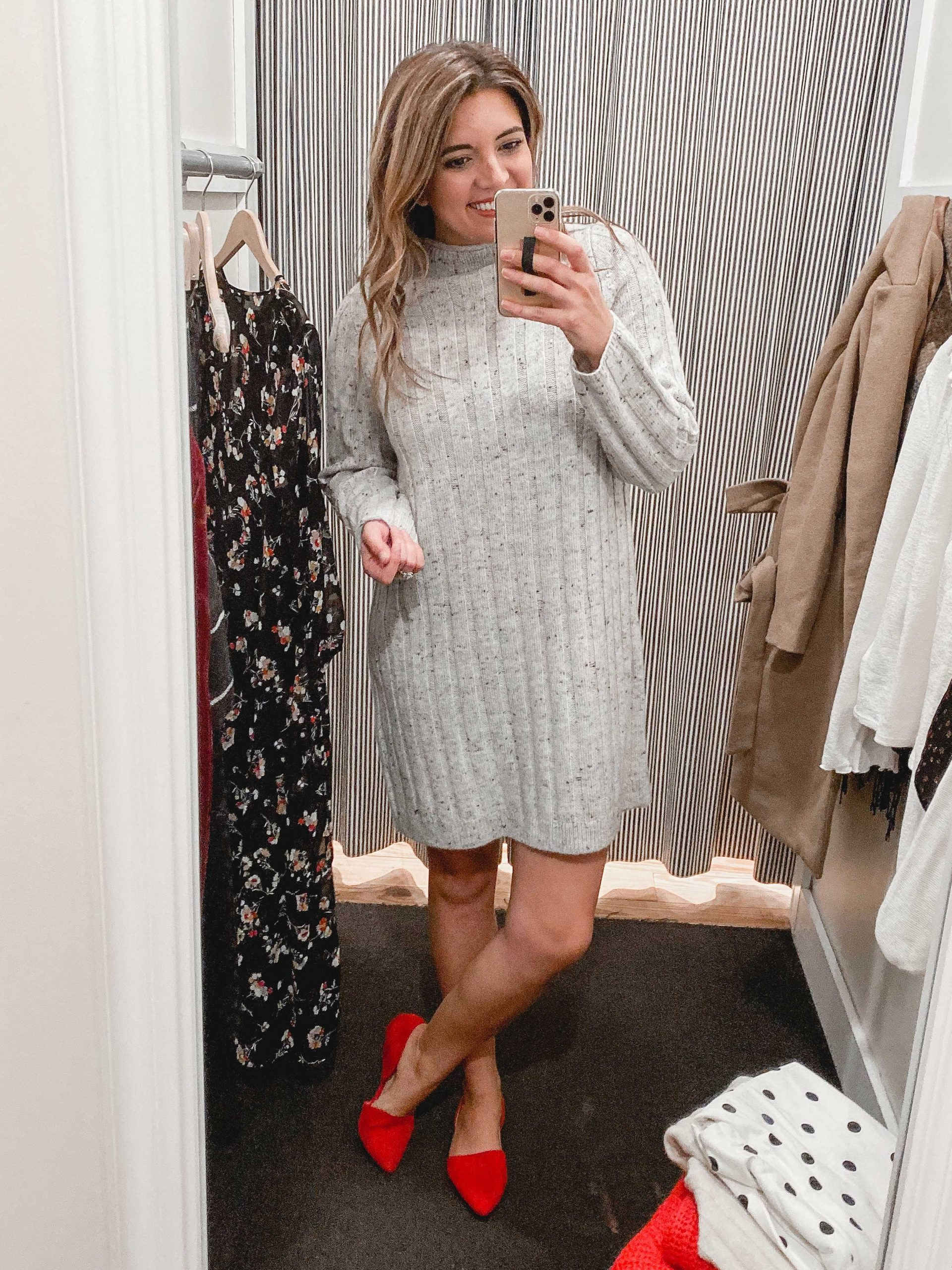 Virginia blogger, Lauren Dix, shares a Madewell try on including over ten Madewell holiday outfits for 2019!