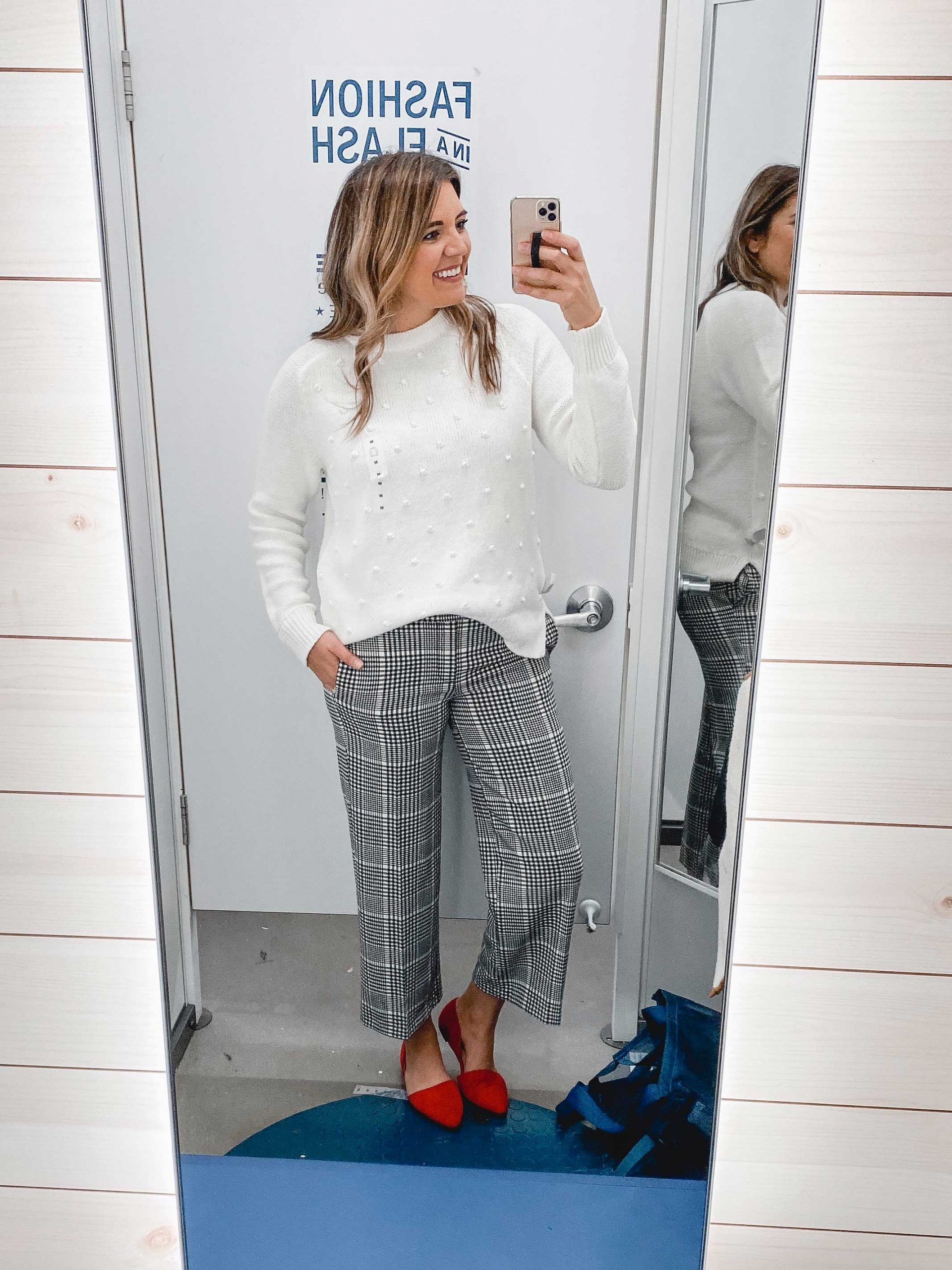 Virginia blogger, Lauren Dix, shares over 20 Old Navy holiday outfits and an Old Navy winter try on!