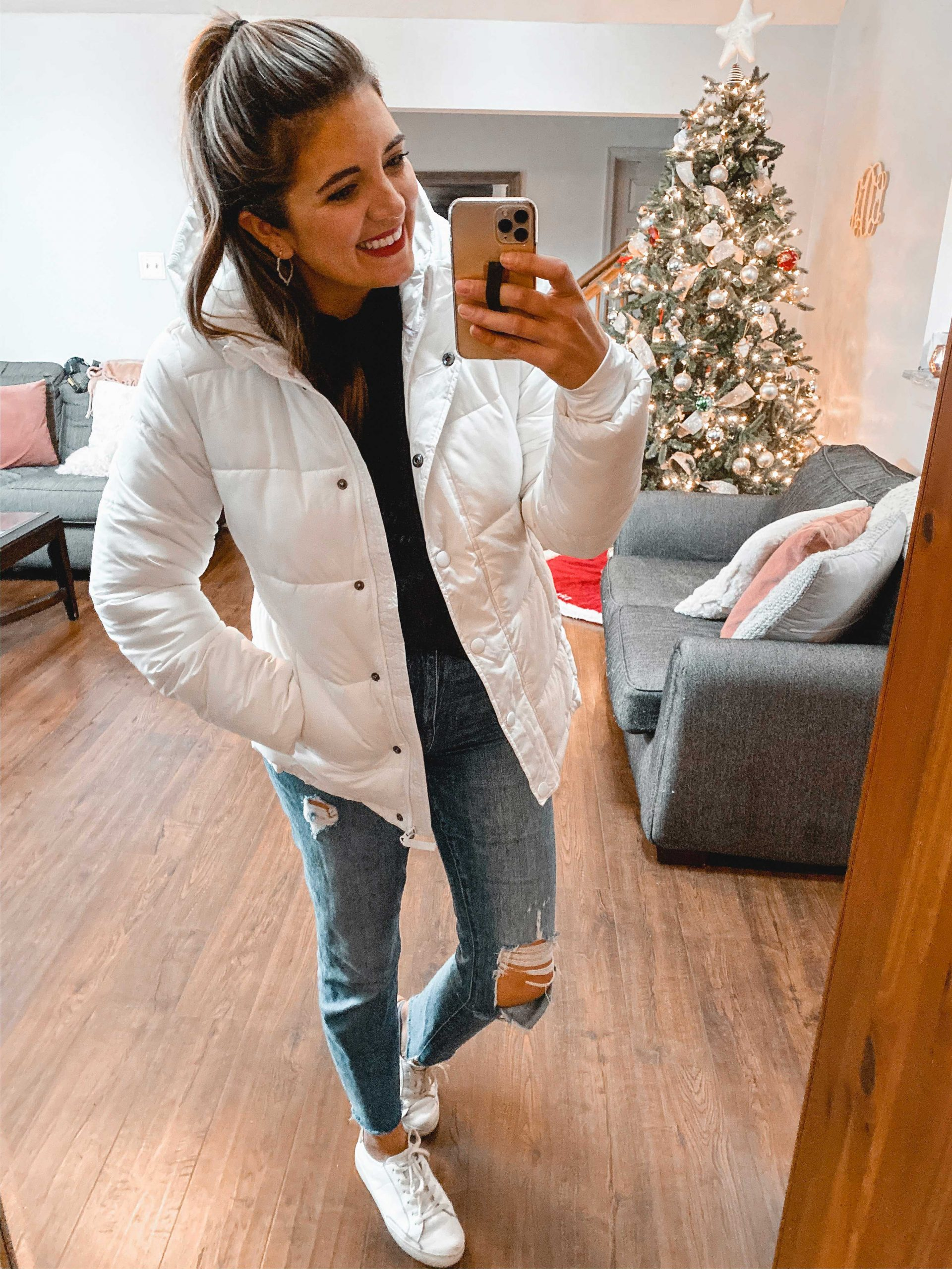 Virginia blogger, Lauren Dix, shares a winter Amazon fashion haul with holiday outfit ideas, sweaters, and an Amazon coat!