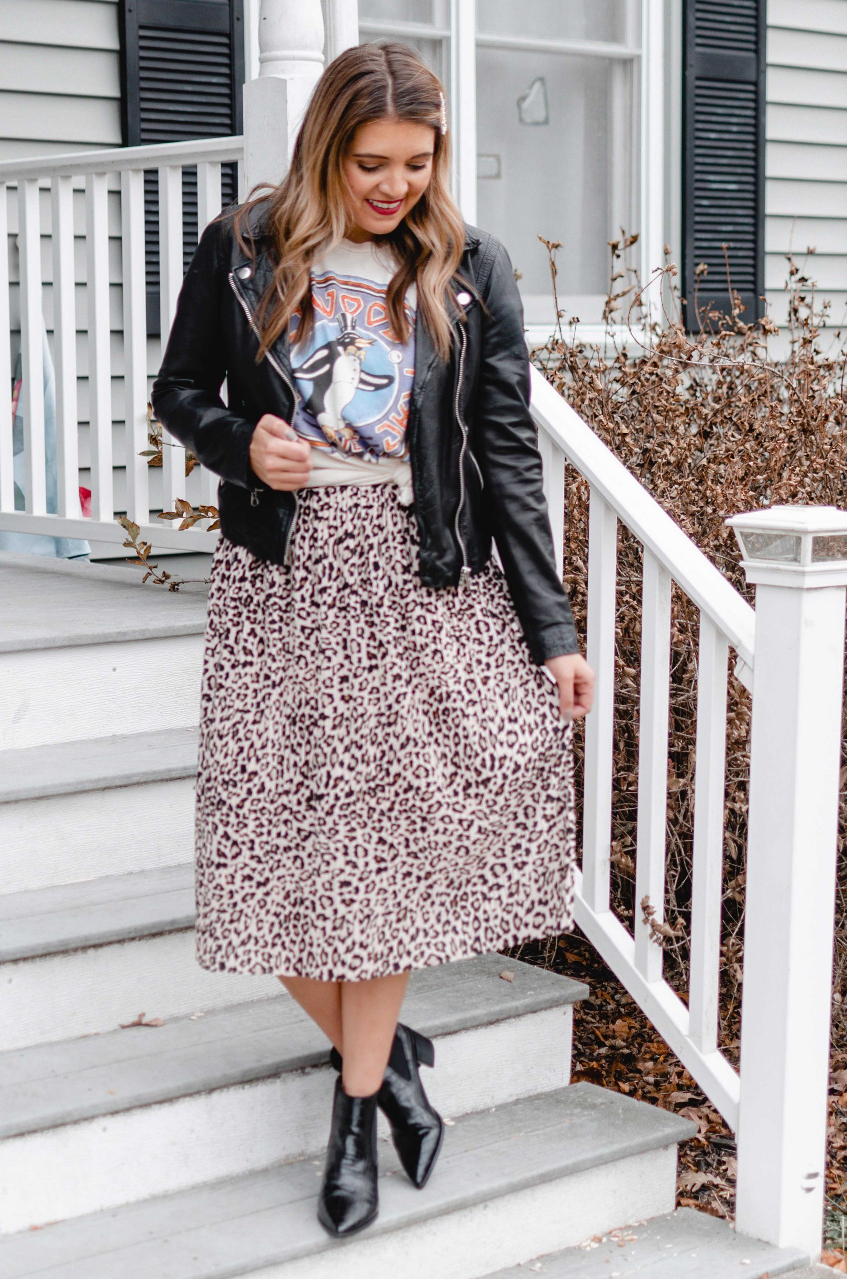 Virginia blogger, Lauren Dix, shares 4 winter graphic tee outfits.