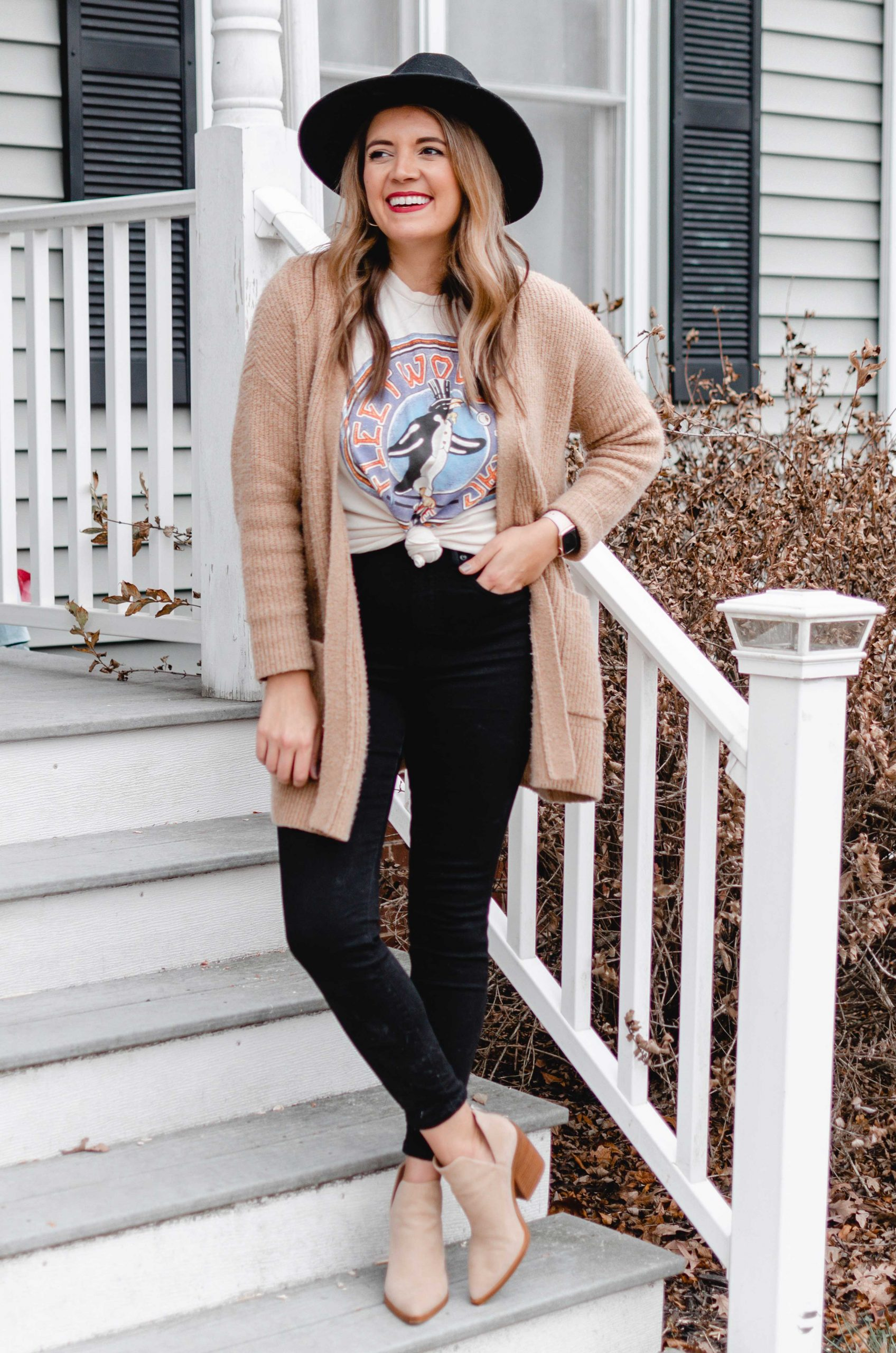 Virginia blogger, Lauren Dix, shares 4 ways to wear graphic tees for winter!