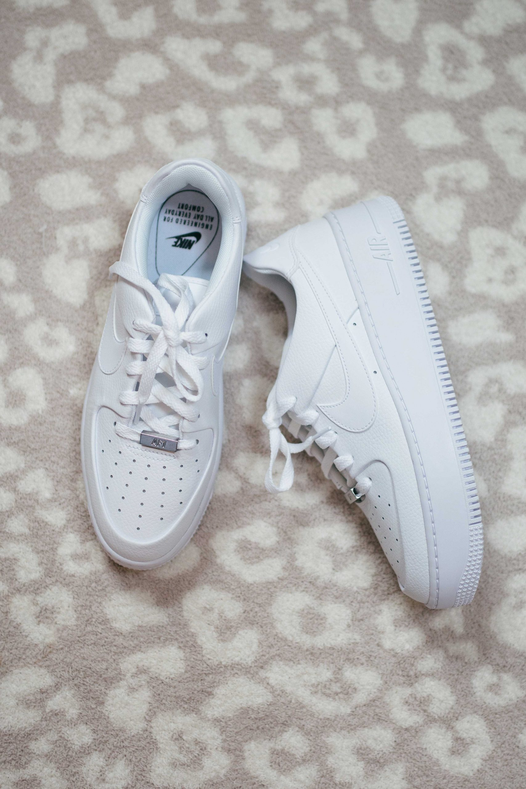 Virginia blogger, Lauren Dix, tries on 10 different pairs of white sneakers for the ultimate white sneaker review! The Nike Air Force 1 Sage Low pictured here are included!