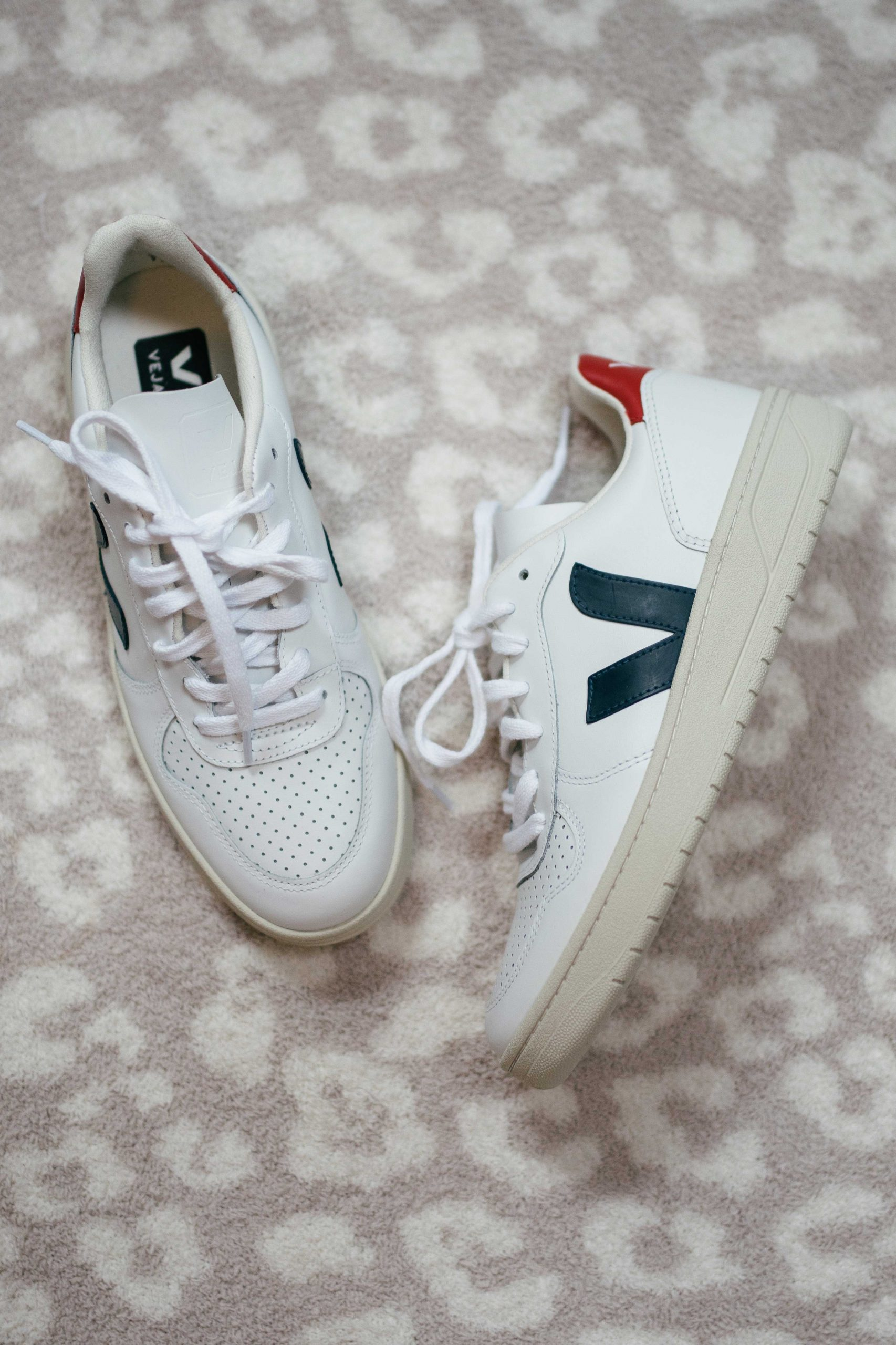 Virginia blogger, Lauren Dix, tries on 10 different pairs of white sneakers for the ultimate white sneaker review! The VEJA V-10 pictured here are included!