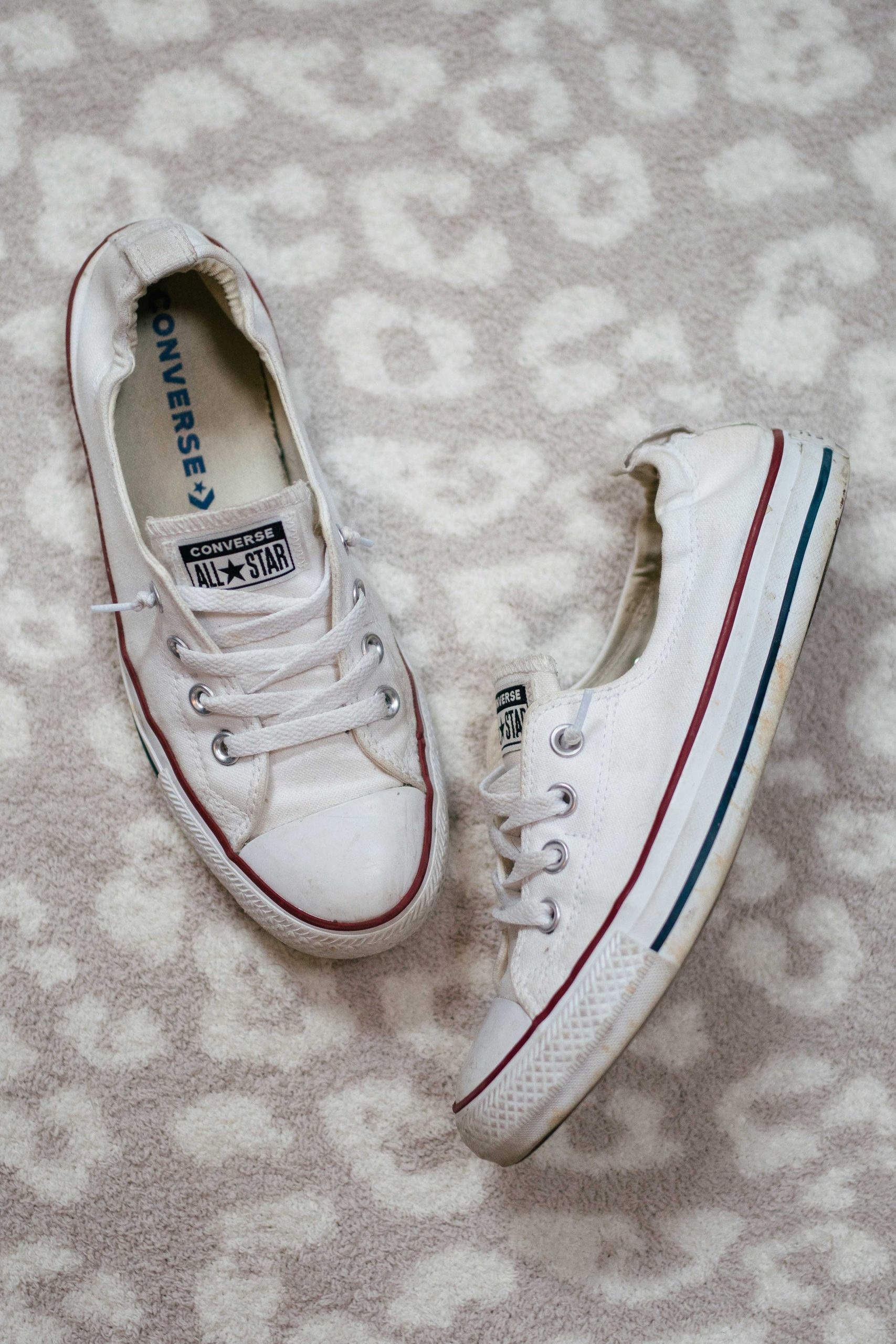 Virginia blogger, Lauren Dix, tries on 10 different pairs of white sneakers for the ultimate white sneaker review! The Converse Shoreline sneaker pictured here are included!