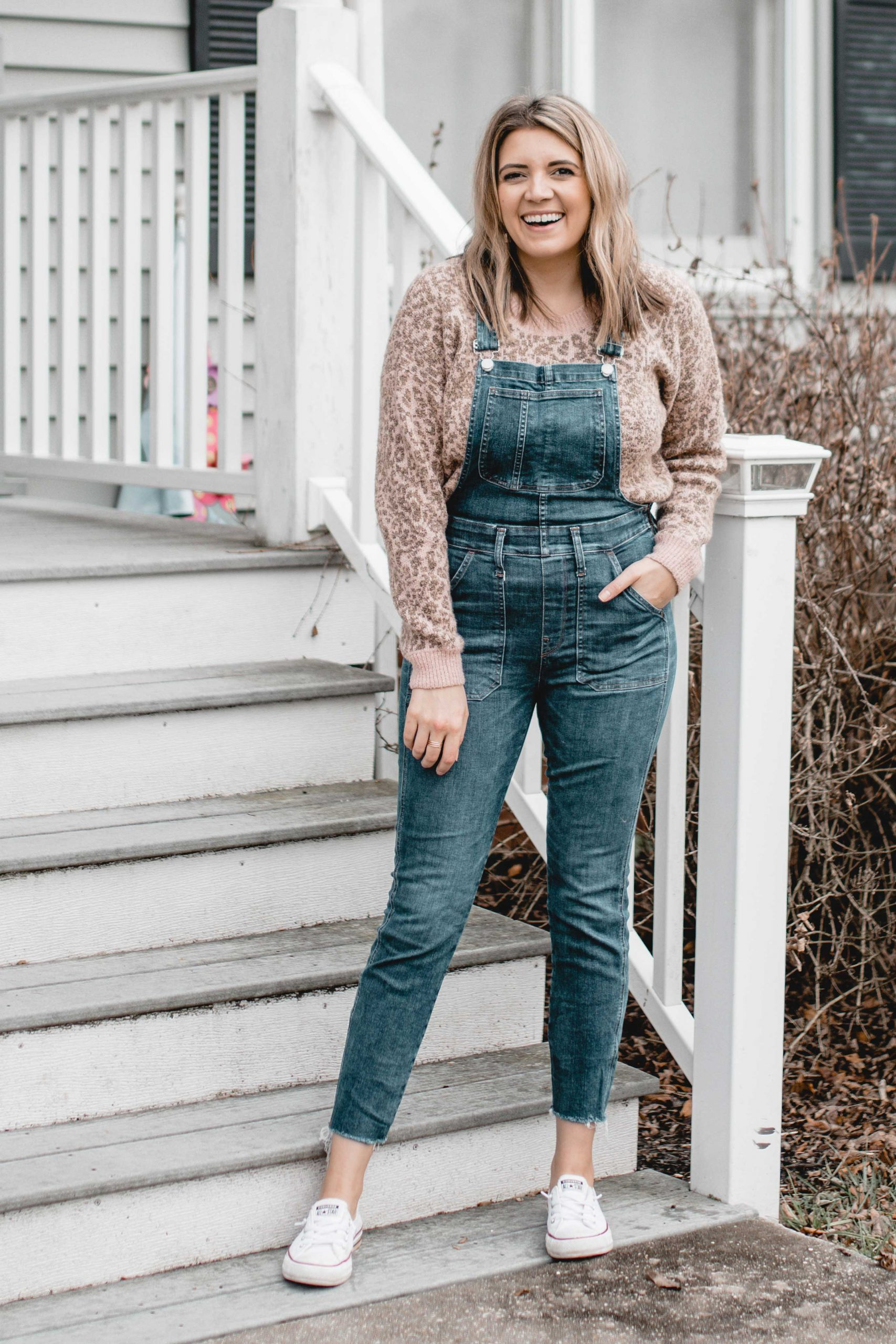 Richmond Virginia blogger, Lauren Dix, shares six ways to wear a leopard sweater! Both dressy and casual sweater outfits included!