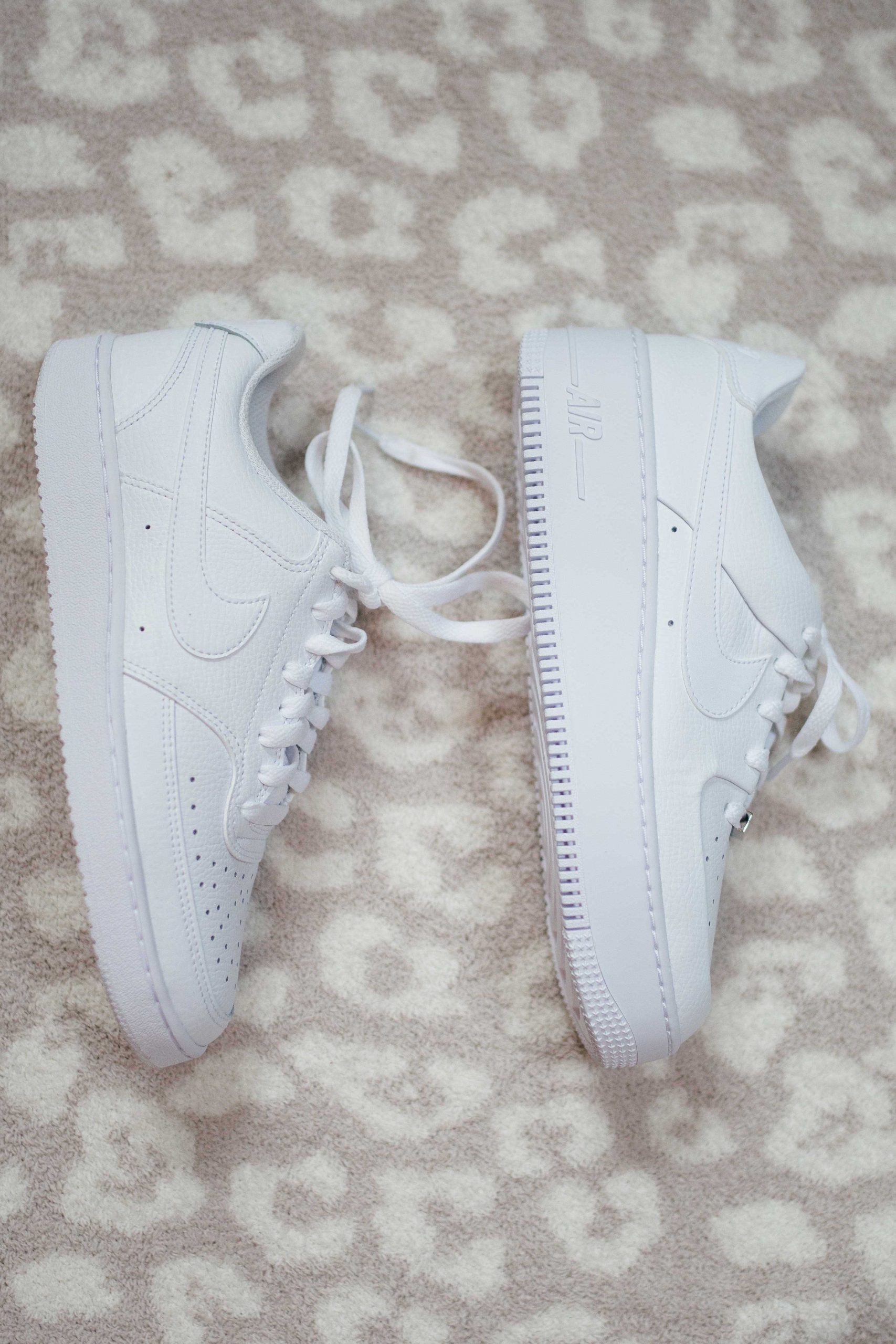 Virginia blogger, Lauren Dix, tries on 10 different pairs of white sneakers for the ultimate white sneaker review! Lauren compares the Nike Court Vision vs the Nike Air Force 1!