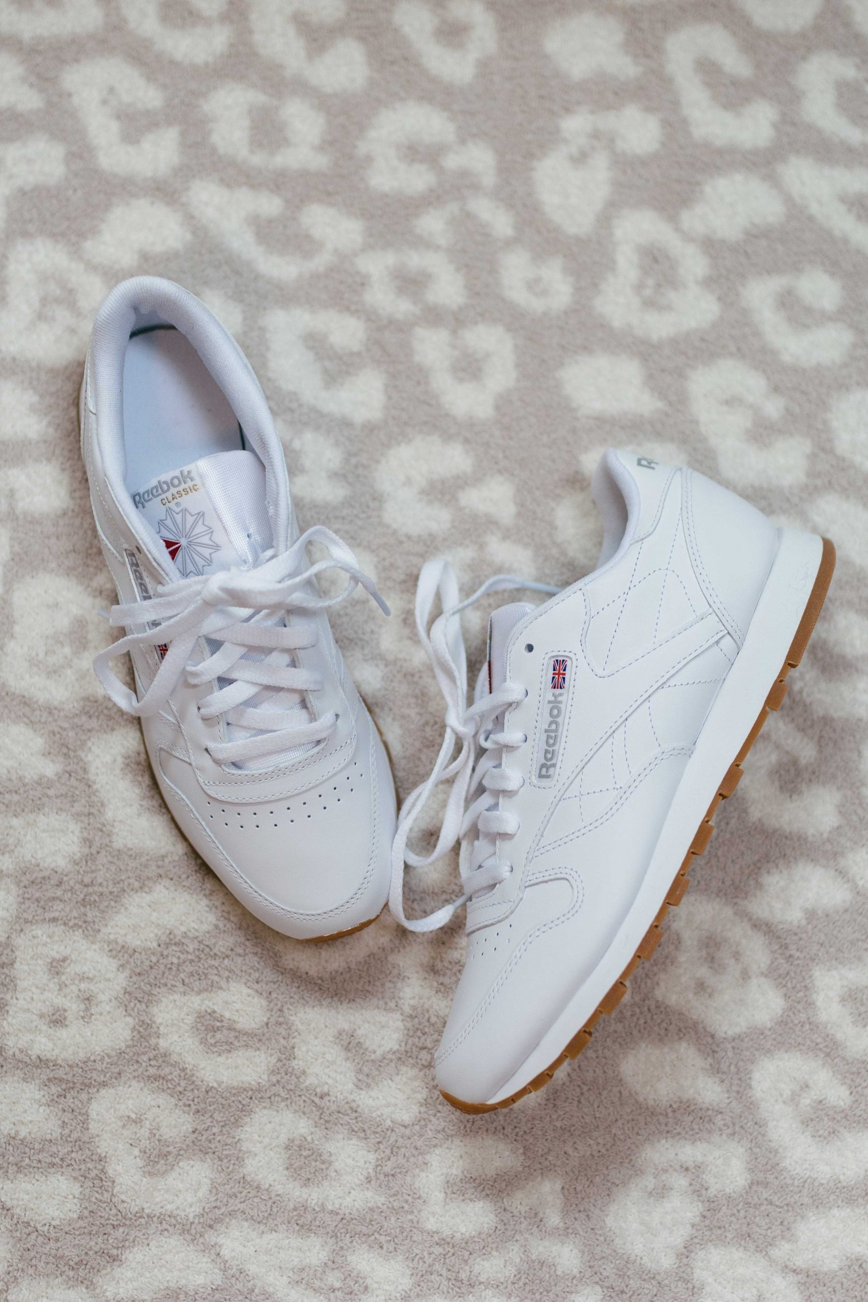 Virginia blogger, Lauren Dix, tries on 10 different pairs of white sneakers for the ultimate white sneaker review! The Reebok Classic Leather sneaker pictured here are included!