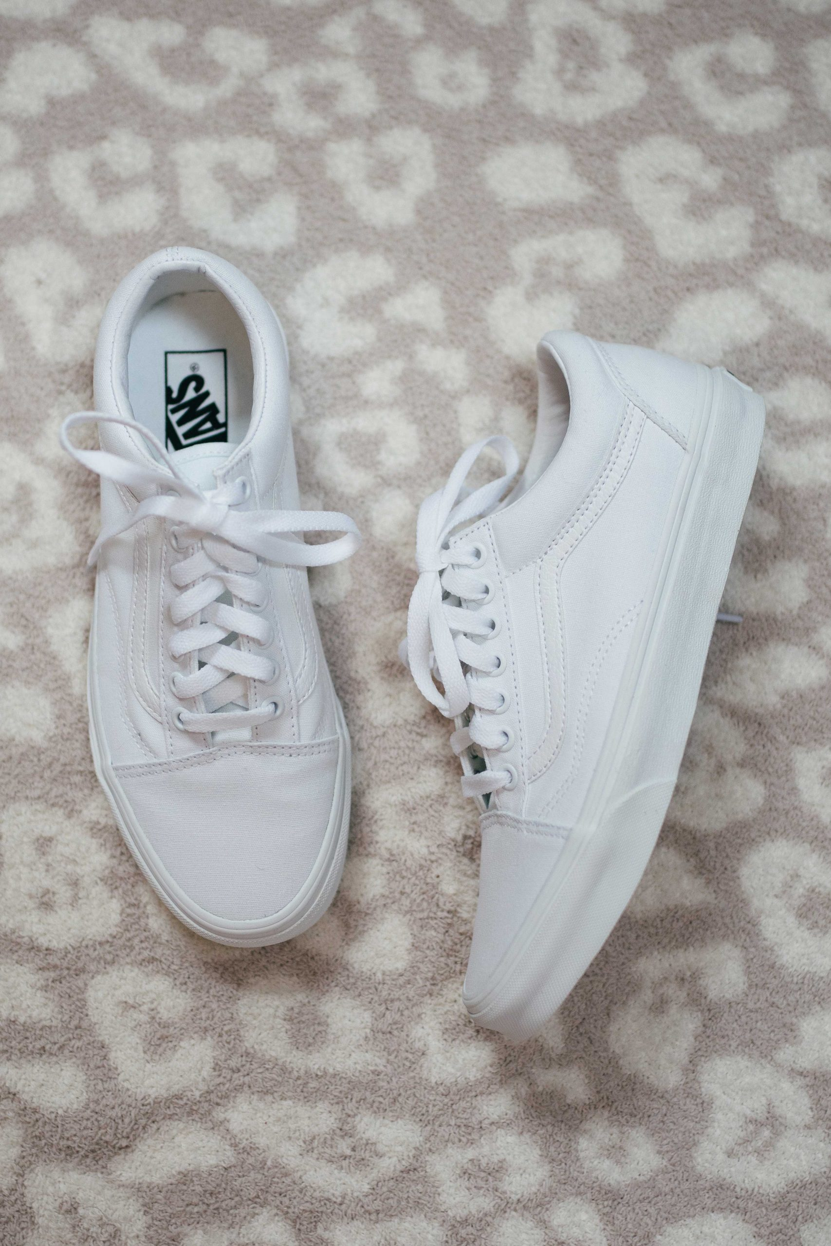 Virginia blogger, Lauren Dix, tries on 10 different pairs of white sneakers for the ultimate white sneaker review! The Vans Old Skool pictured here are included!