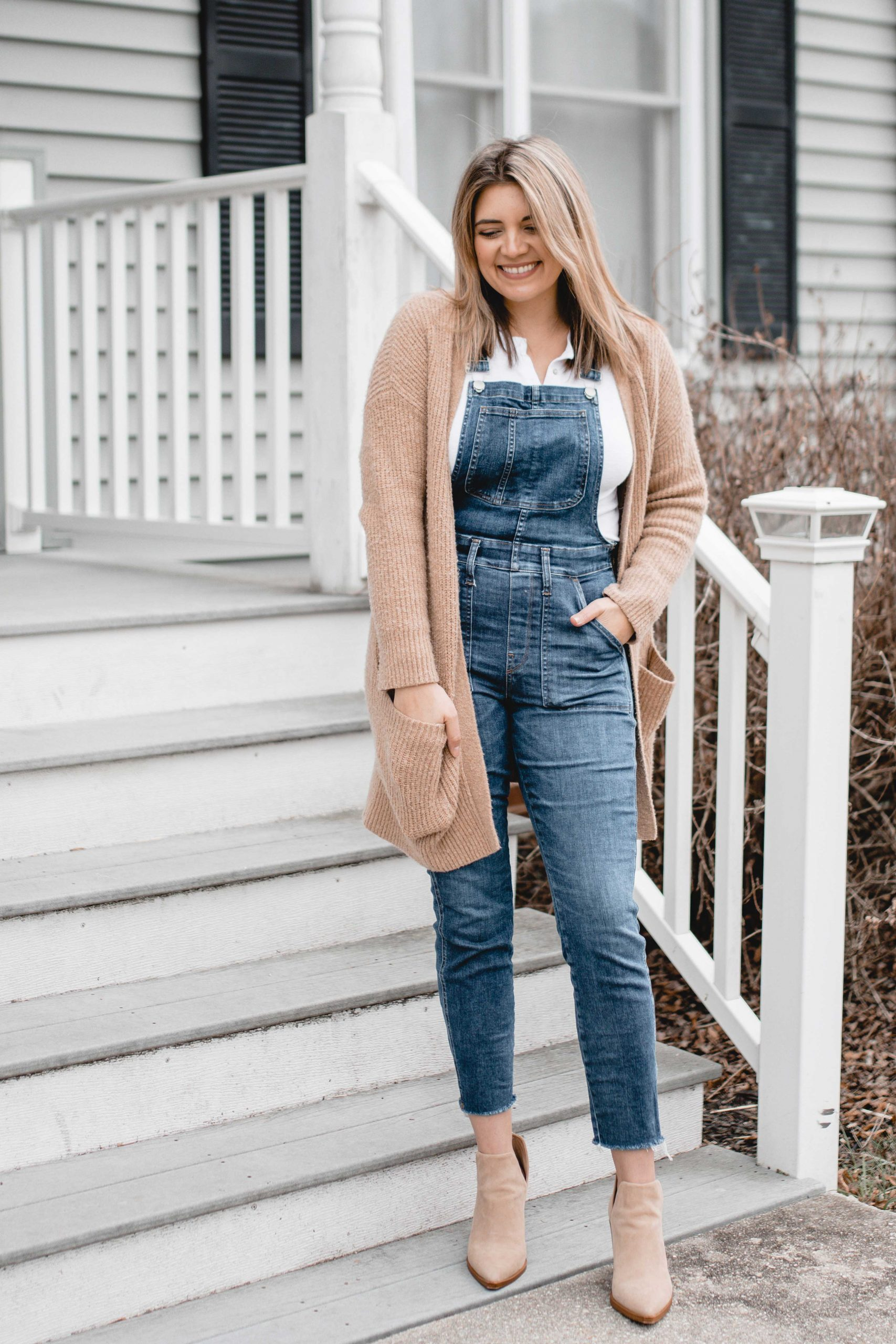 Virginia blogger, Lauren Dix, shares six overalls outfit for winter!