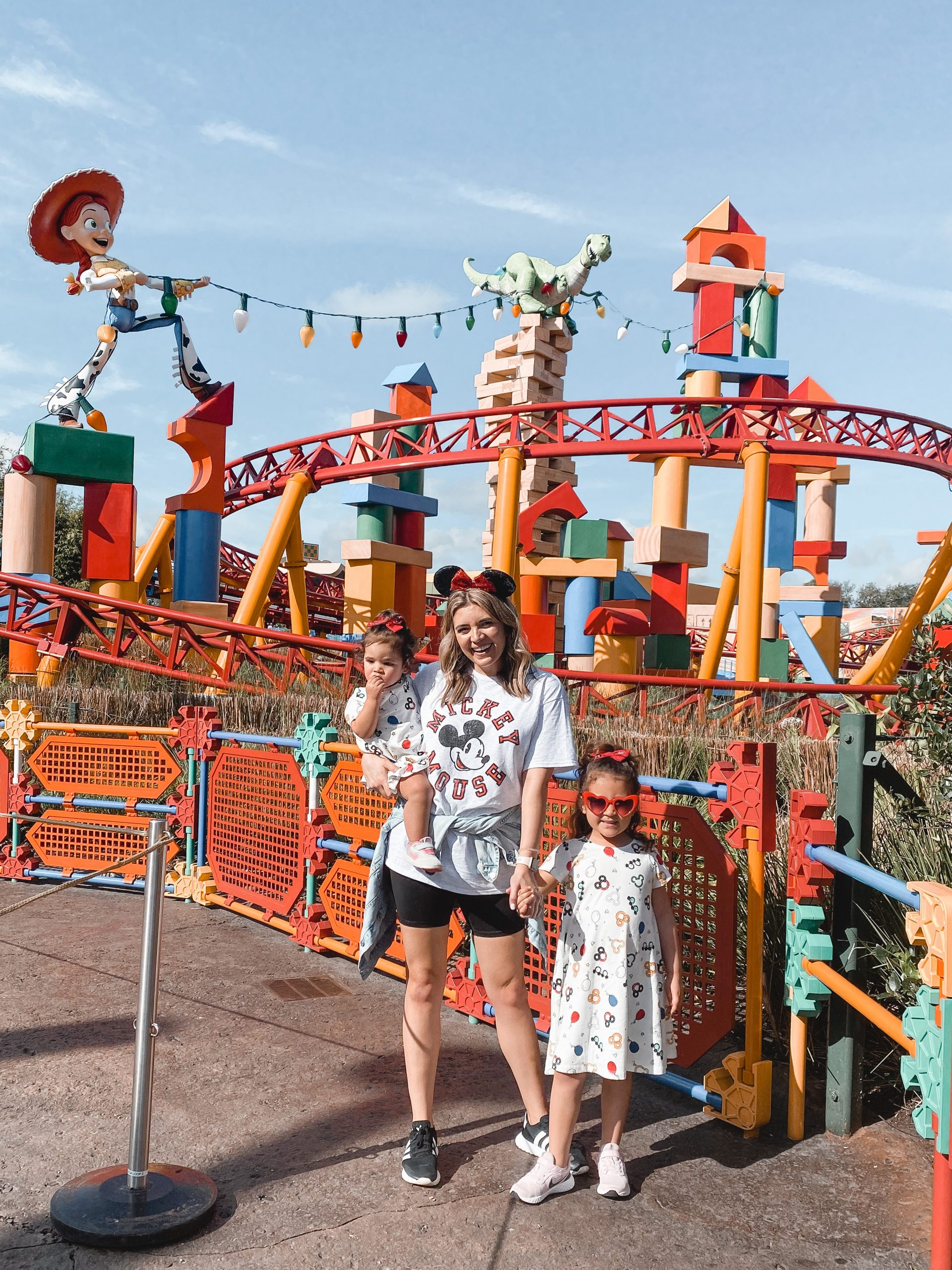 Virginia blogger, Lauren Dix, shares her Disney World outfits and 4-day Disney World itinerary!