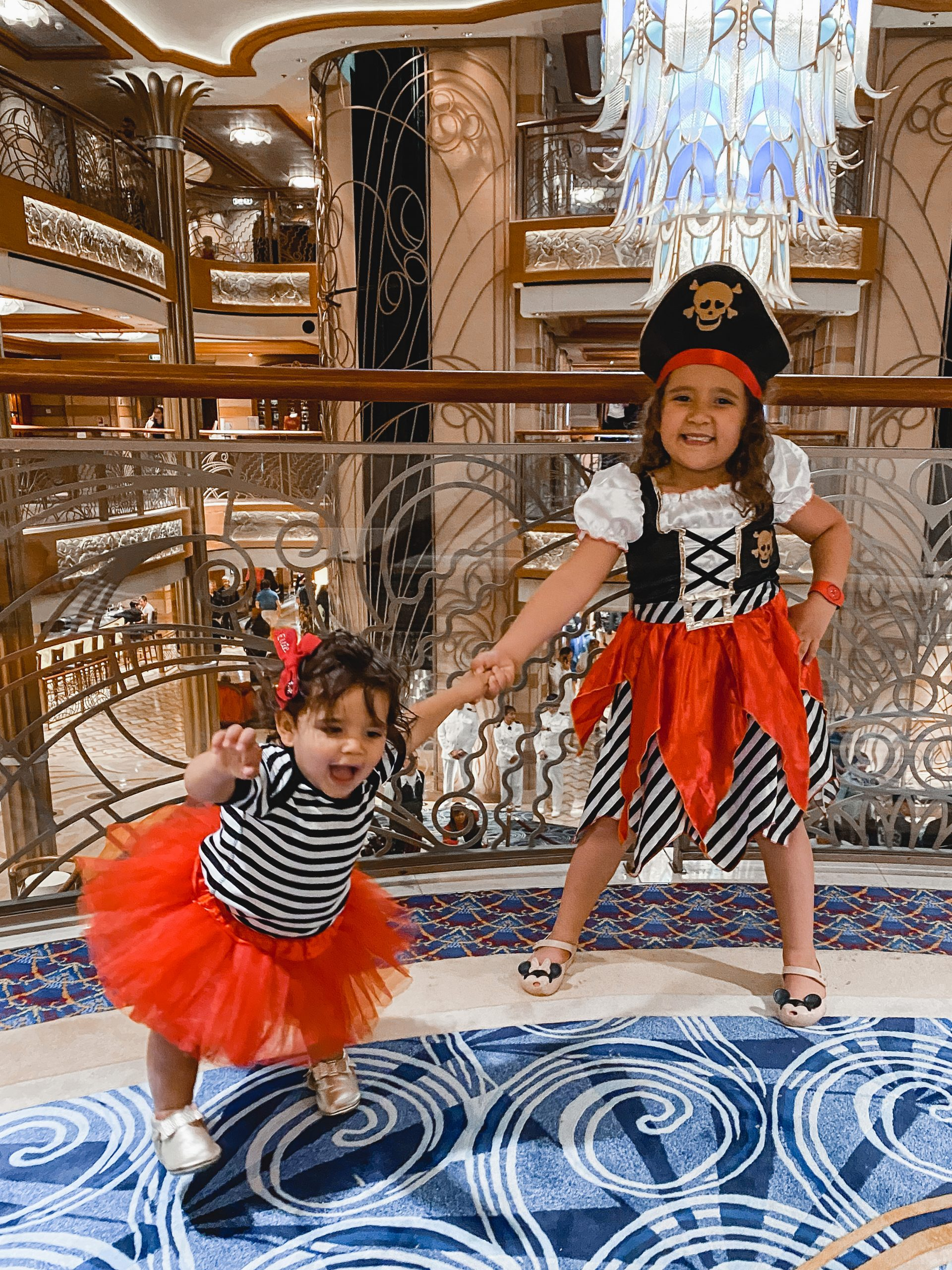 Virginia blogger, Lauren Dix, shares her Disney cruise outfits and 3 night Disney cruise packing list, including what to wear on Pirate Night!