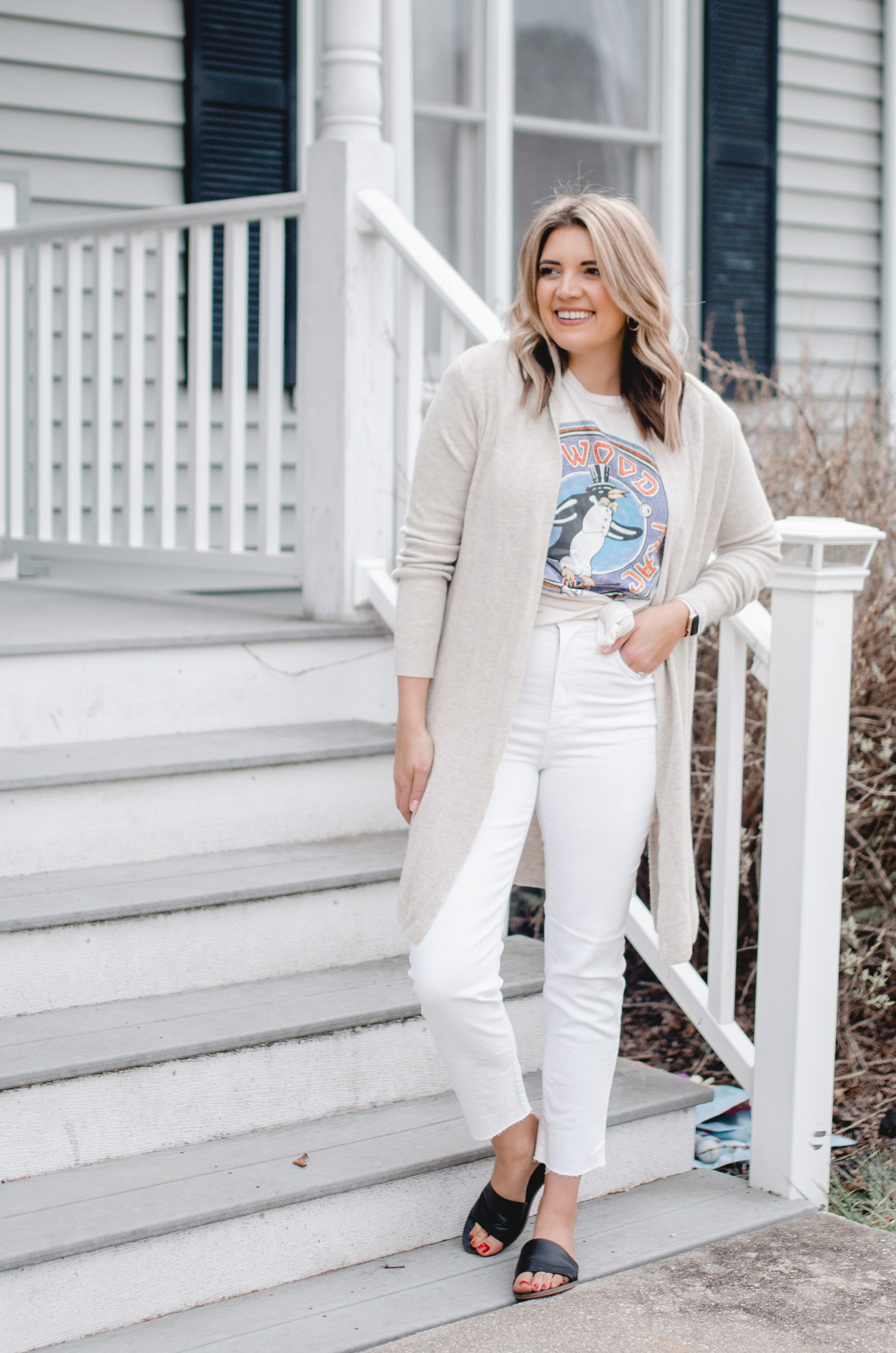 Virginia blogger, Lauren Dix, shares seven white jeans outfits for spring!