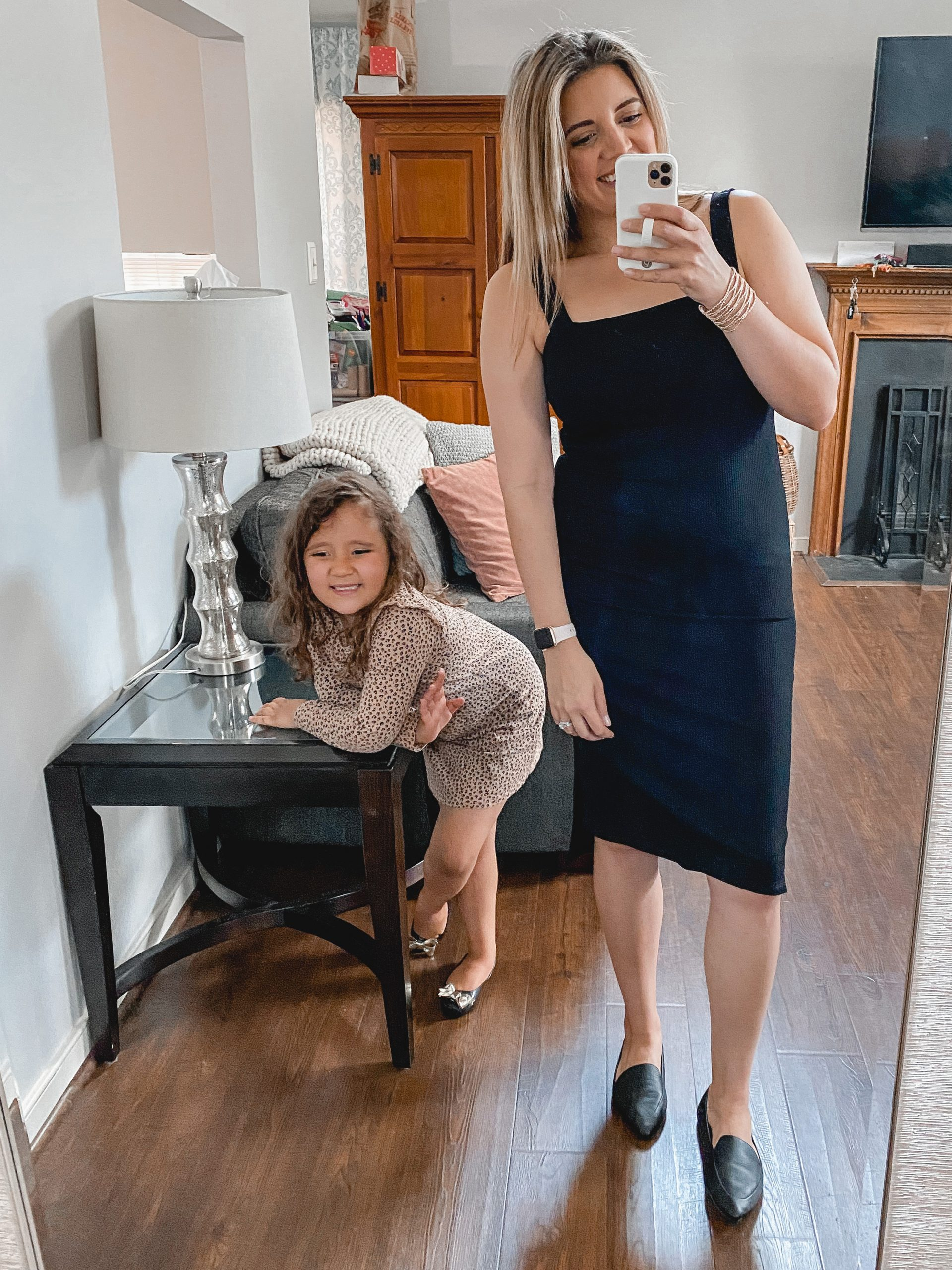 Virginia blogger, Lauren Dix, has her daughter pick her outfits for a style session!
