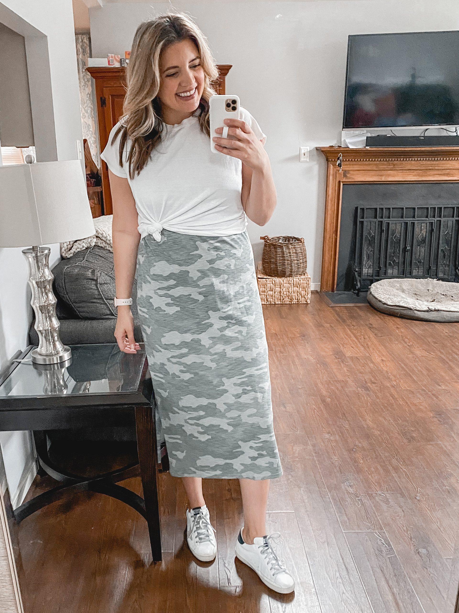 Virginia blogger, Lauren Dix, shares four tshirt dress outfit formulas for tee dresses mini to maxi length!