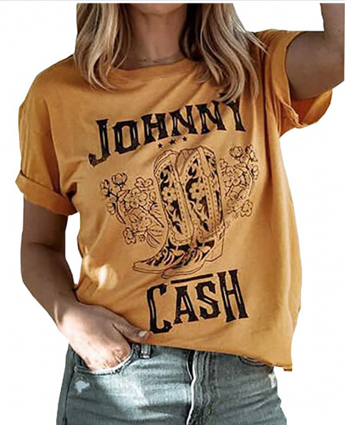Virginia blogger, Lauren Dix, shares over 15 Amazon graphic tees under $50!