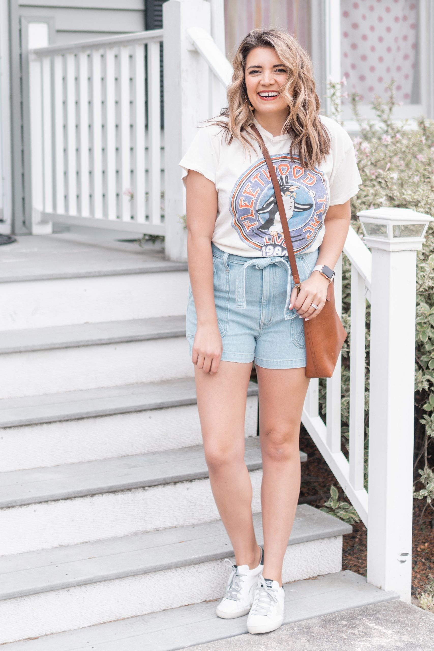 Virginia blogger, Lauren Dix, shares five paper bag shorts outfits with denim paper bag shorts!