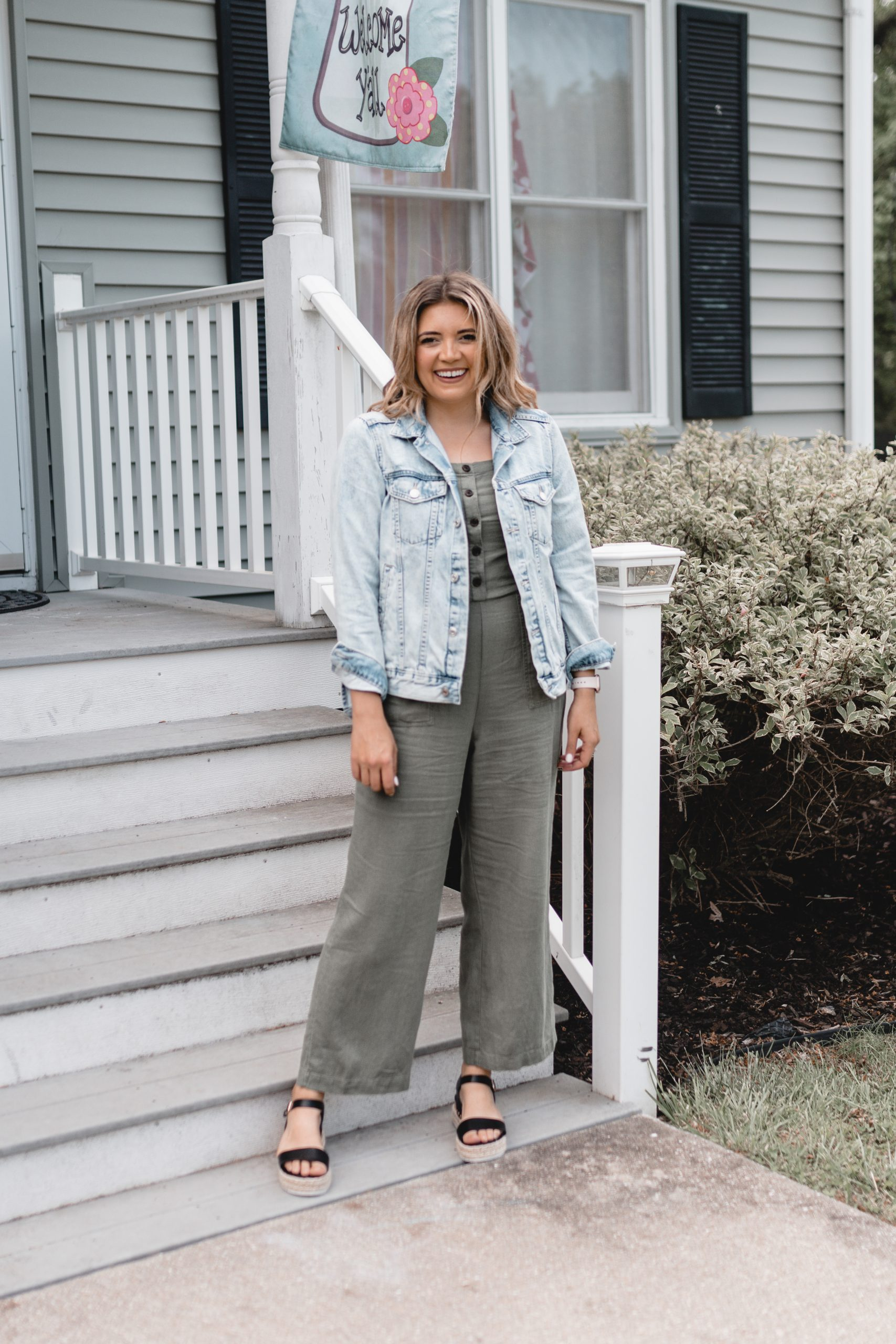 Virginia blogger, Lauren Dix, shares over five jumpsuit outfits using an affordable Old Navy jumpsuit!