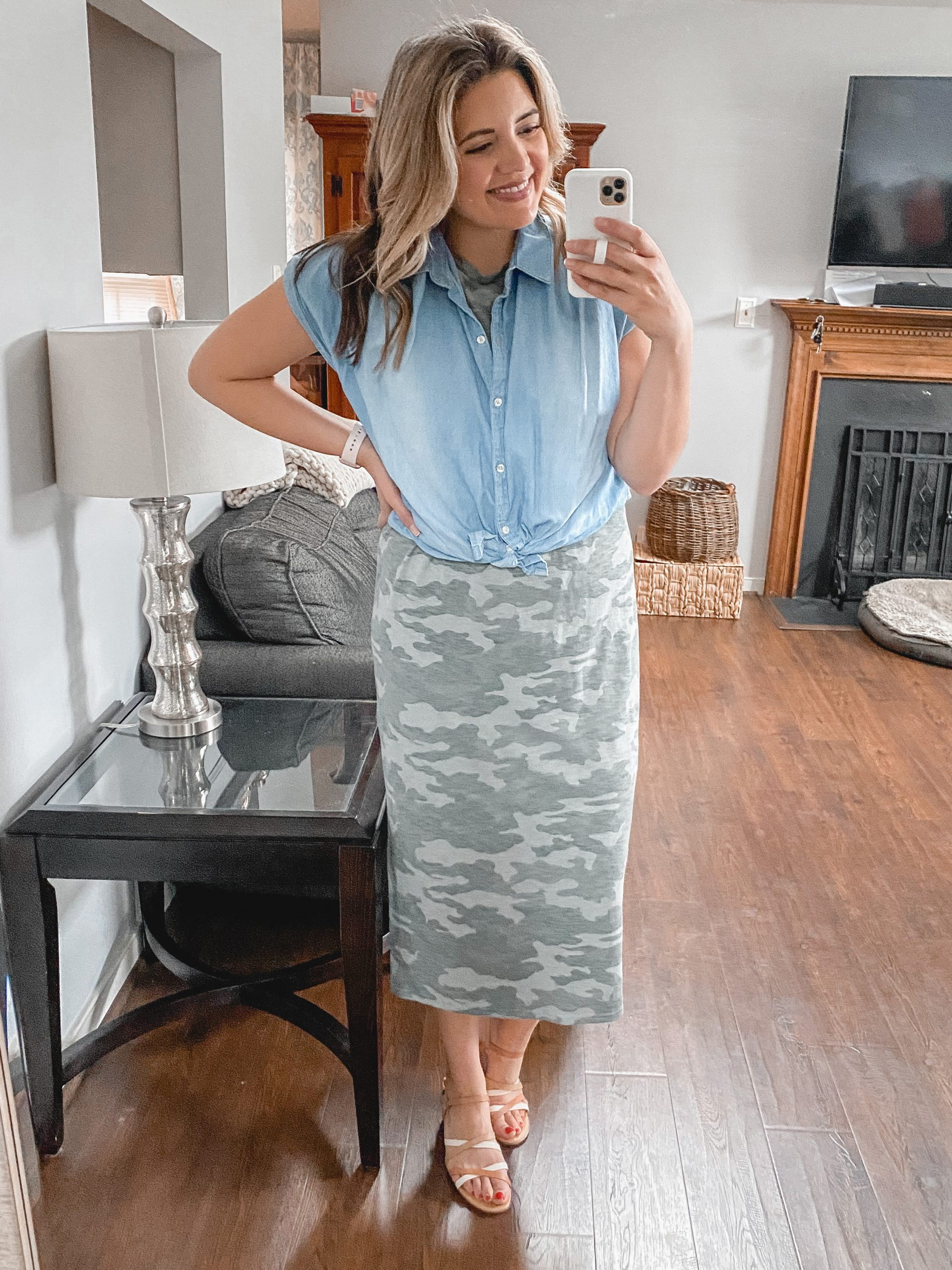 Virginia blogger, Lauren Dix, shares four tshirt dress outfit formulas for tee dresses mini to maxi length!