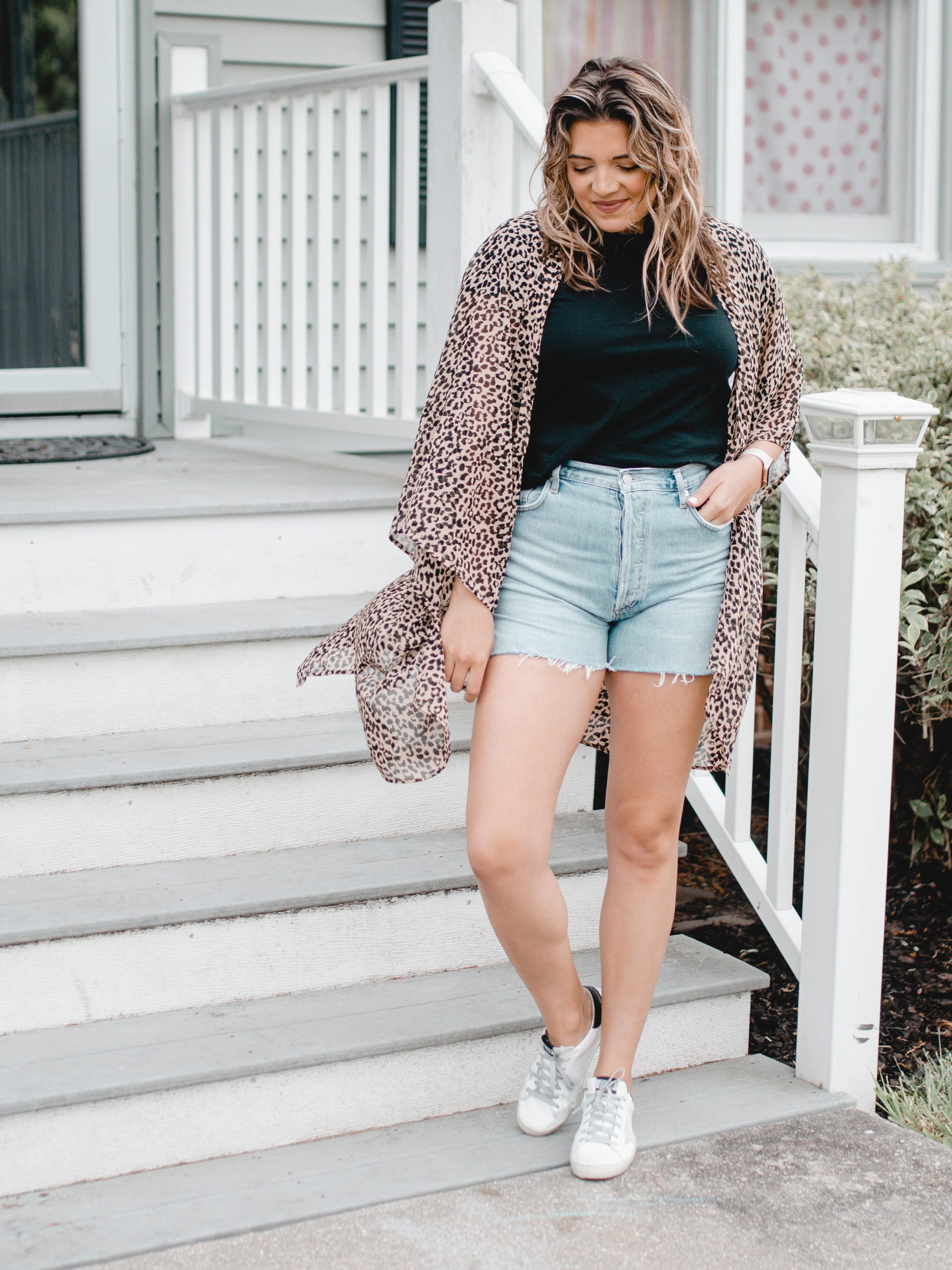 Virginia blogger, Lauren Dix, shares five white sneakers outfits for spring and summer!