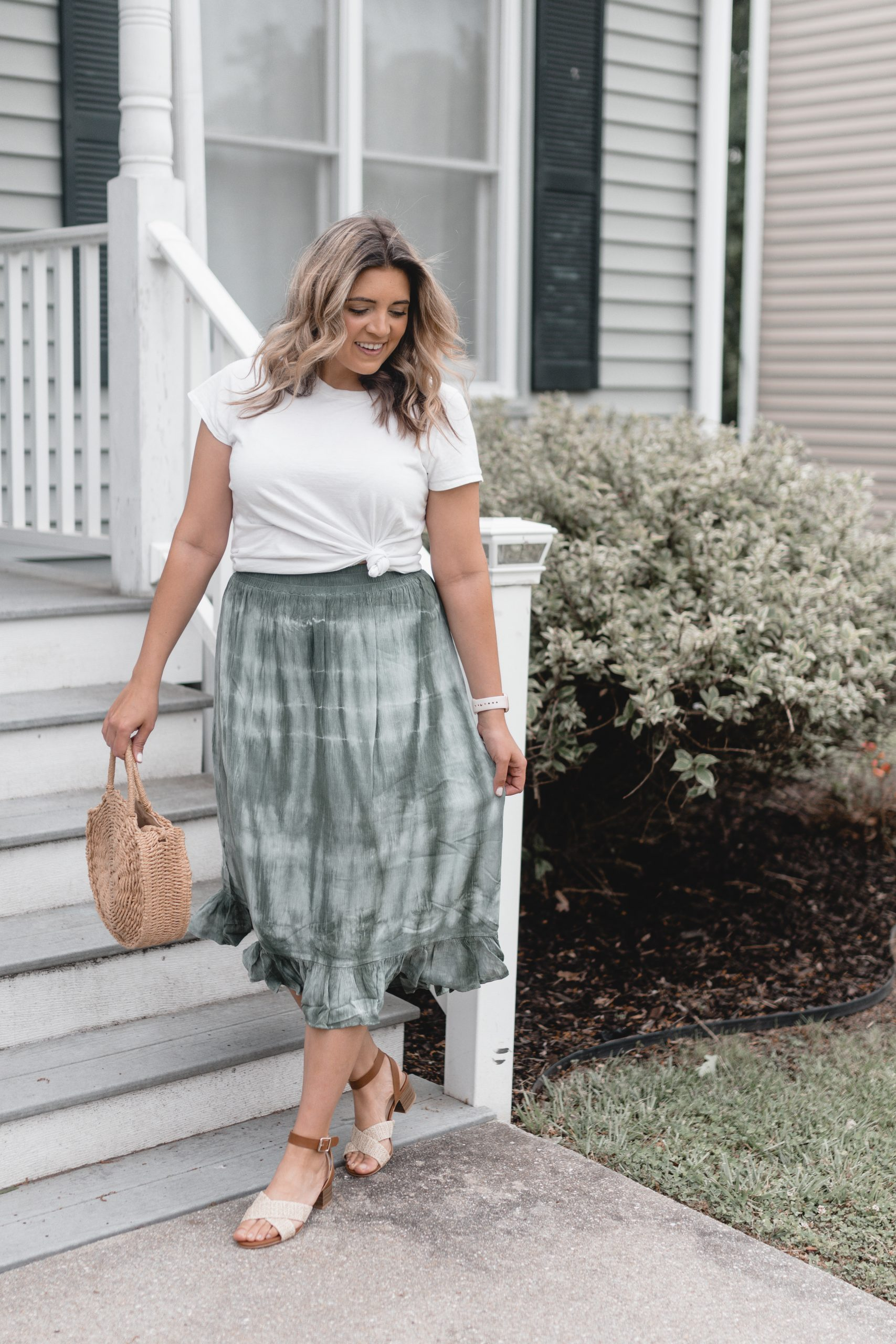 Virginia blogger, Lauren Dix, shares a tie dye skirt outfit plus affordable tie dye clothing!